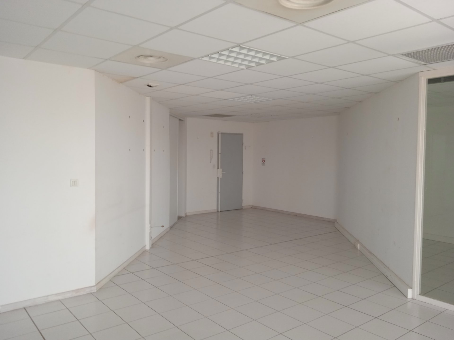 Locaux commerciaux et places de parking Perpignan Moyen-Vernet