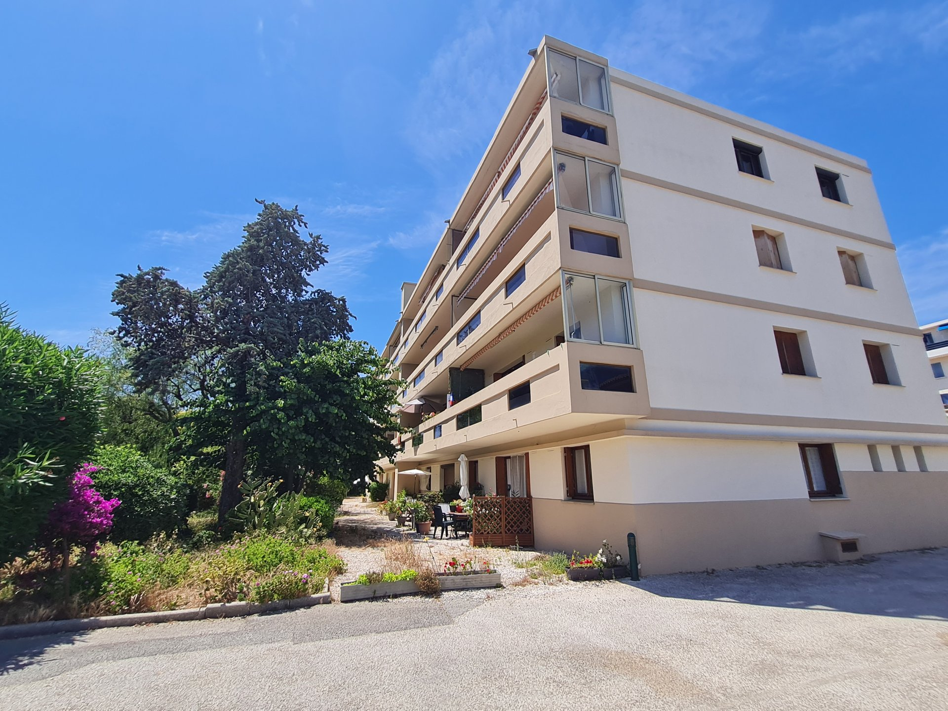 Appartement T4 au calme proche centre ville avec parking + cave