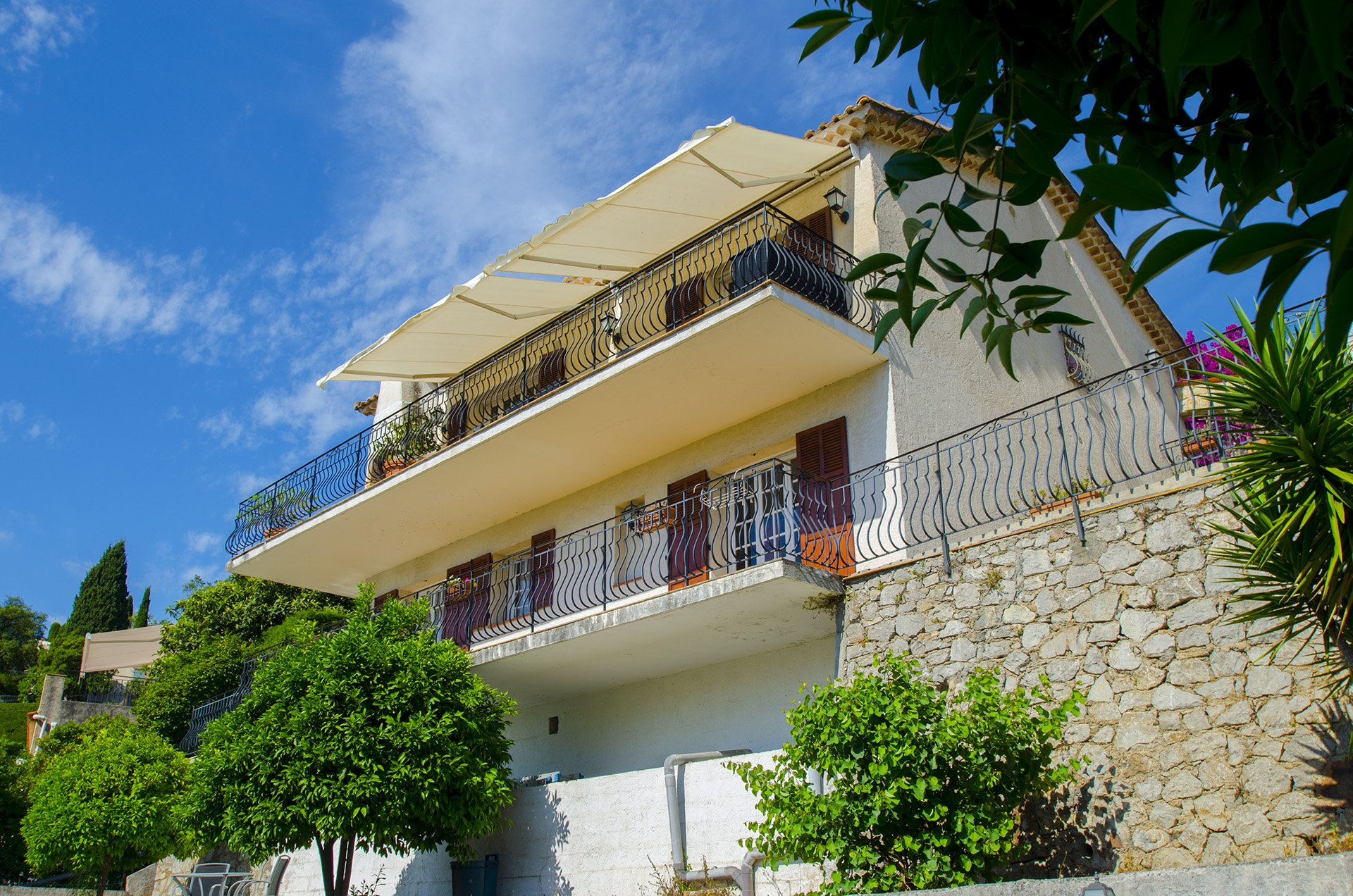 Villa with sea view in a calm area of Mandelieu