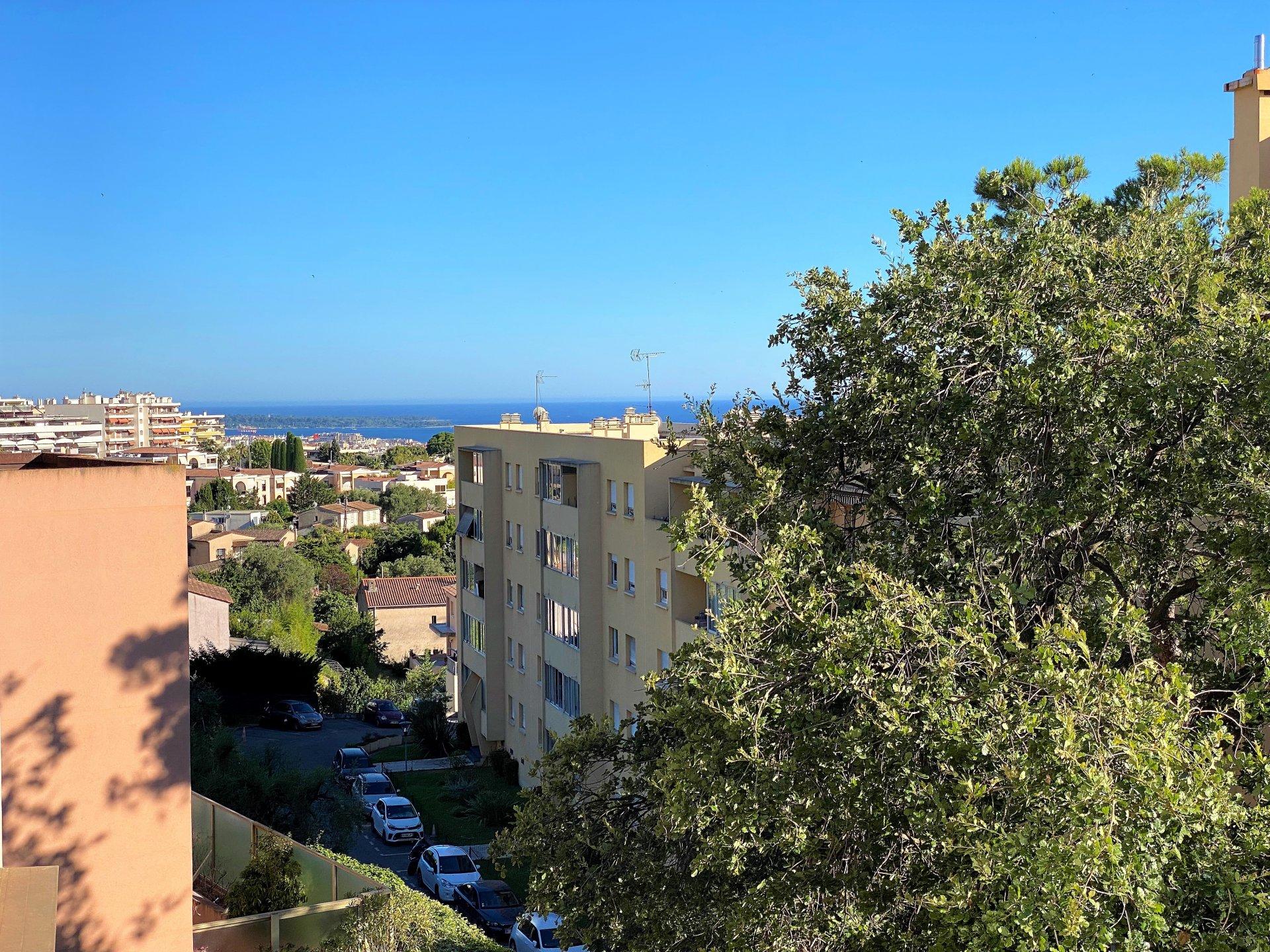 Sale Apartment - Le Cannet Moulières