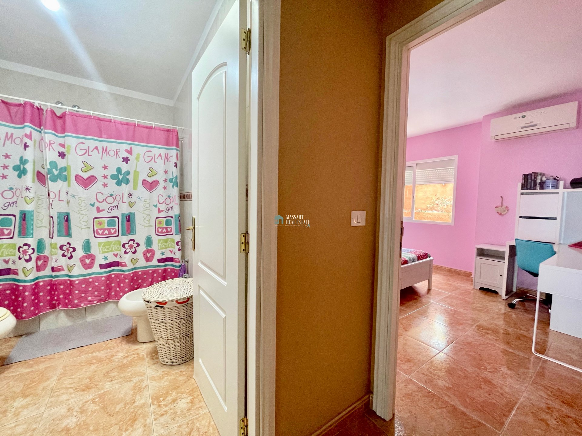 Corner townhouse distributed over three floors and located on a 362 m2 plot in the popular area of Roque del Conde (Adeje).