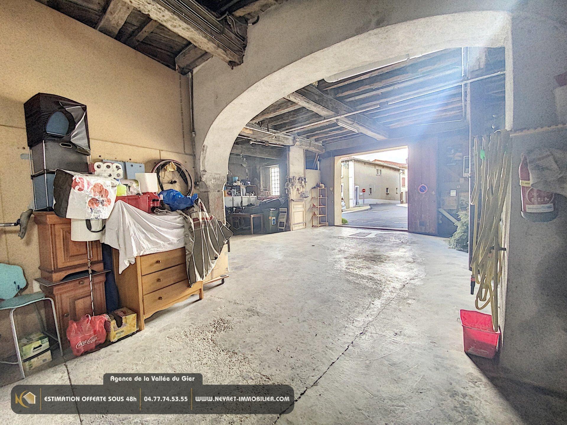 appartement 160 m ² centre village saint Martin la Plaine