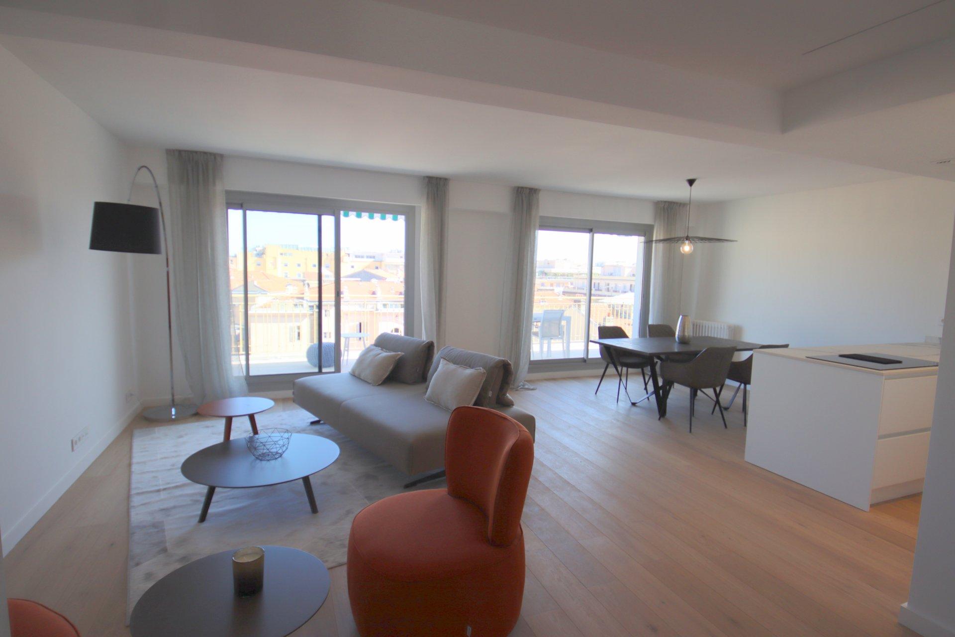 Nice Centre Ville 4/5 pièces dernier étage séjour