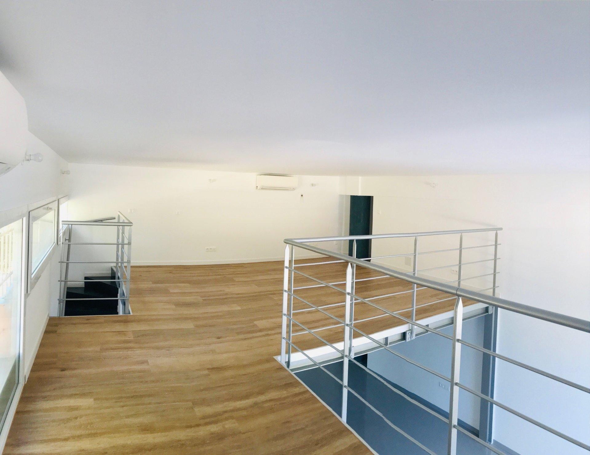 Local Rénové avec mezzanine de 71 m² - Zone d'Activité