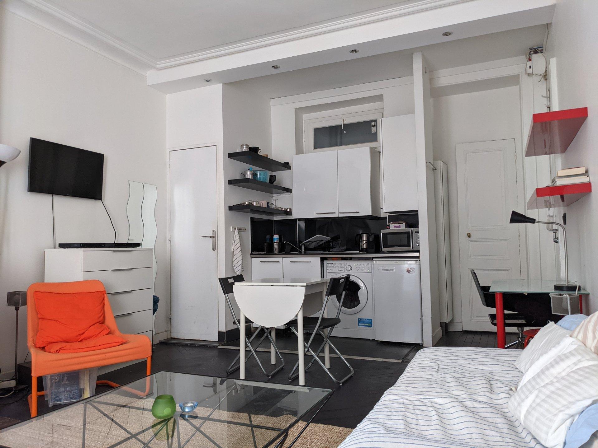 Studio  24.11 m² 75007