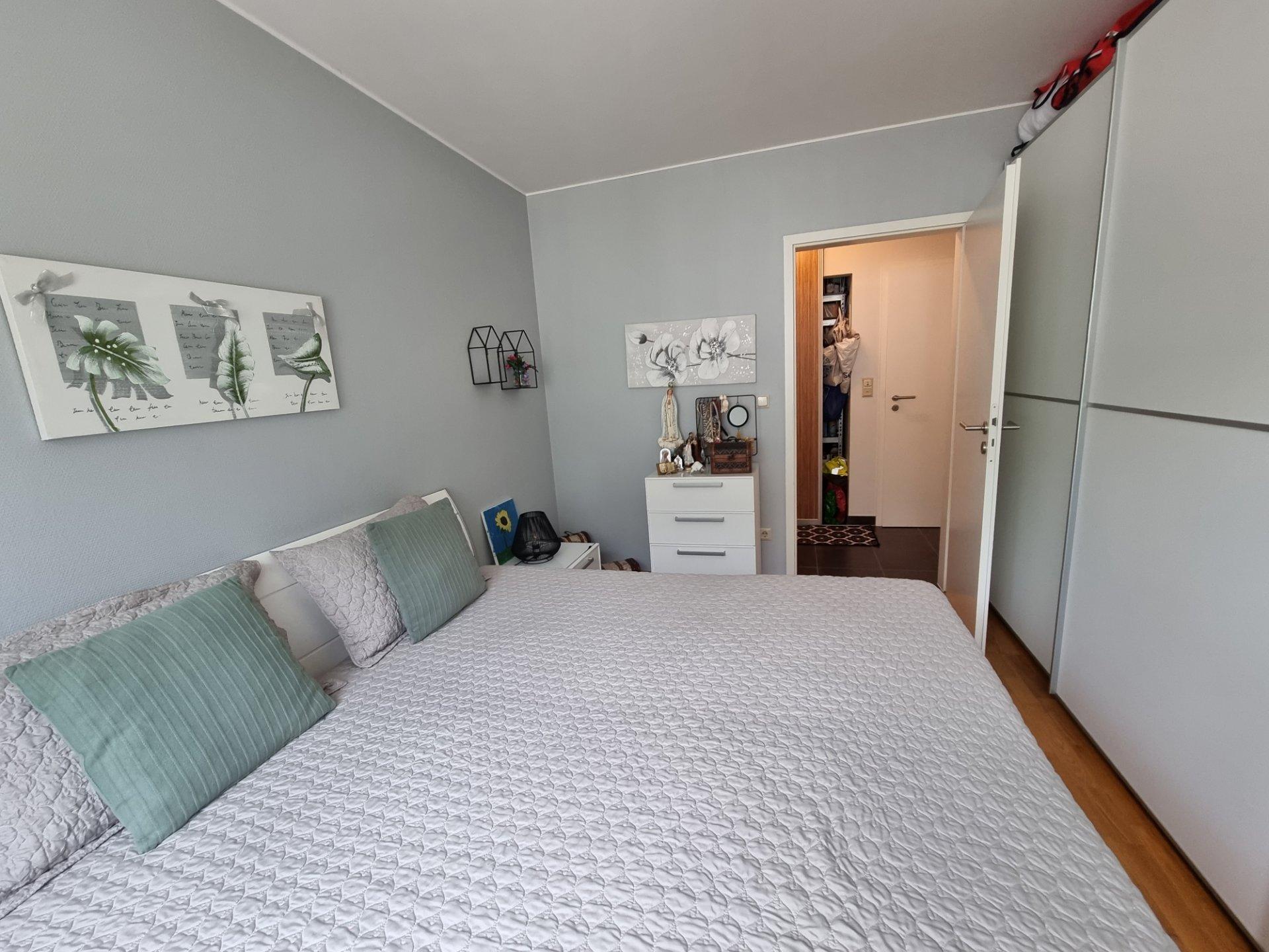 Appartement de luxe complètement meublé de 76 m2 avec 2 balcons et parking souterraing.