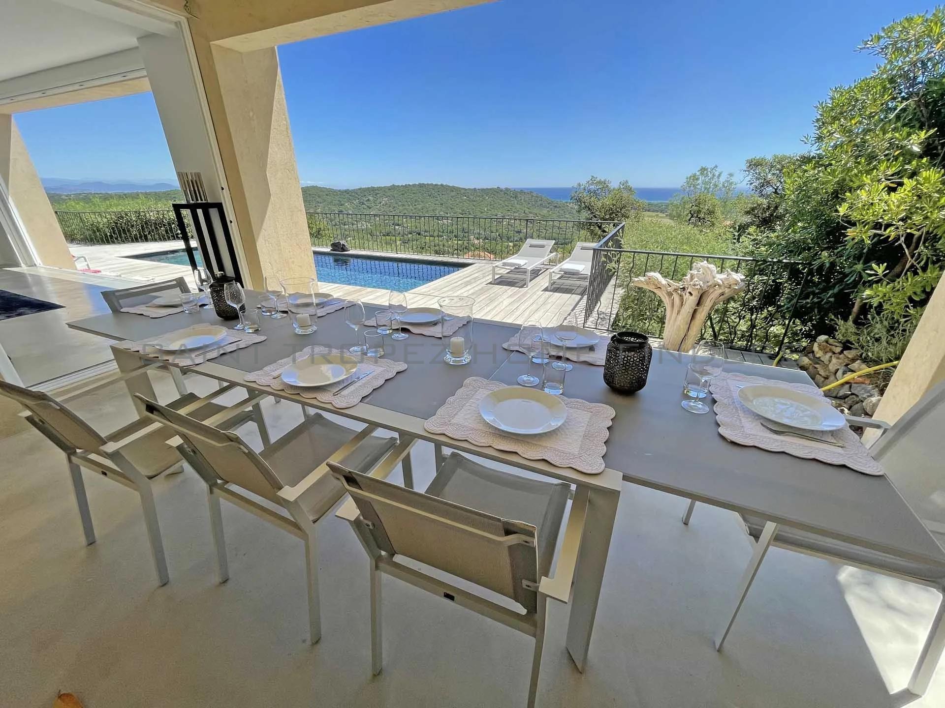 Villa au dessus du village avec vue à 180°