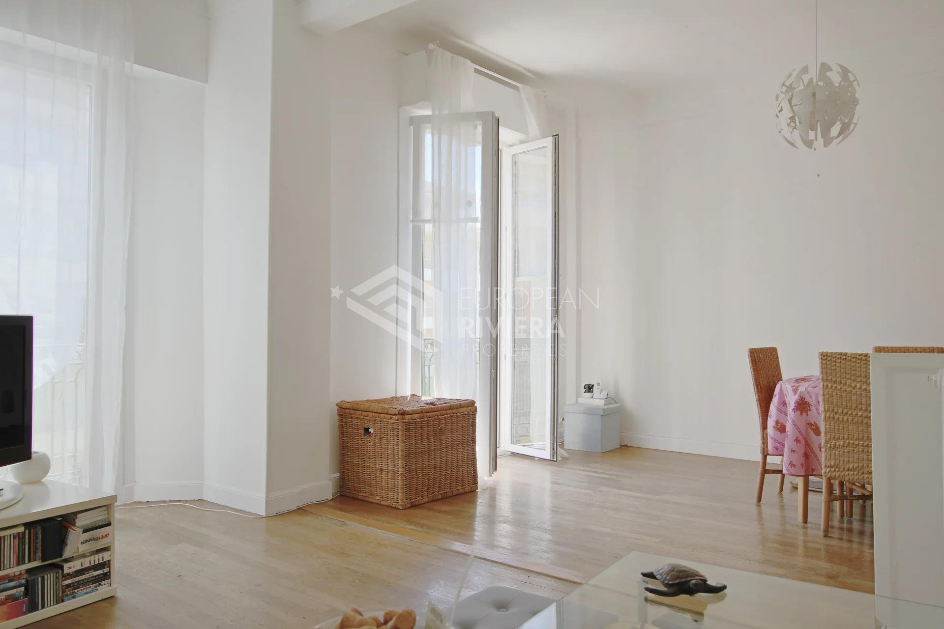 NICE PARC IMPERIAL: 1/2 Bedrooms of 63 sq m with a balcony