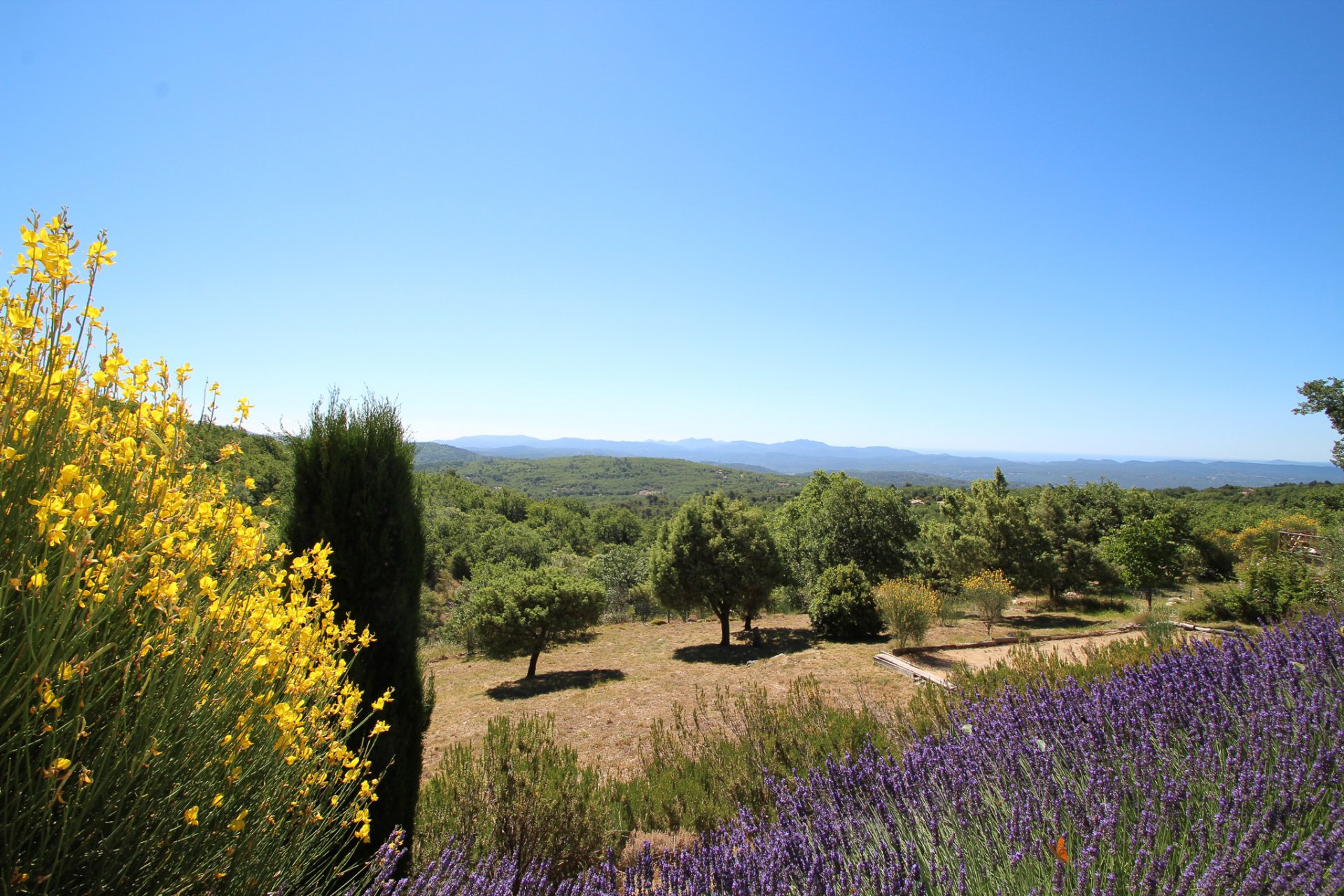 Villa panoramic views, heated pool and garages