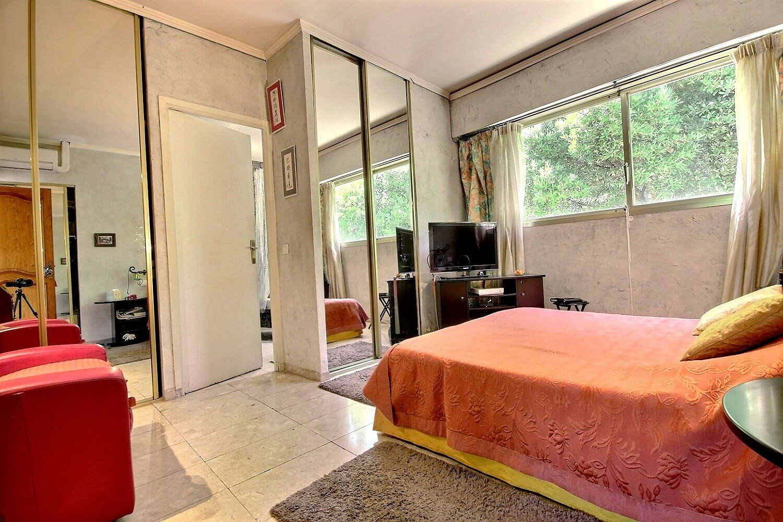 Vacker och rymlig bostad nära centrala Cannes
