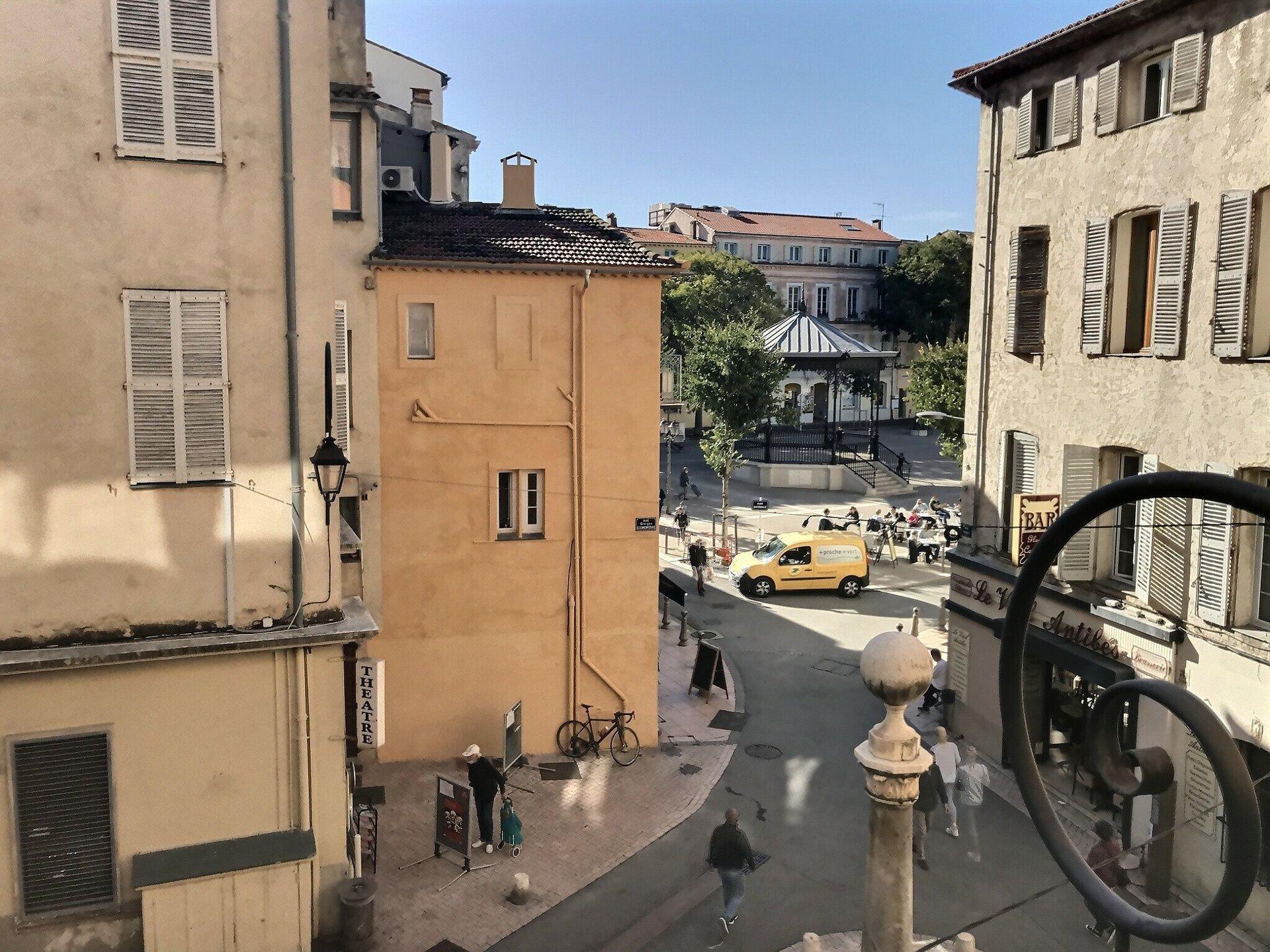 Appartemento bilocale luminoso e  rinnovato bella vista sul centro storico
