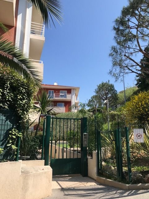 Superb 2 room apartment in perfect state for sale in Nice