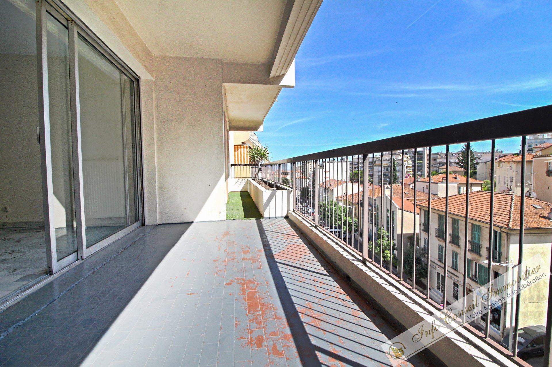 BAS PESSICART - Dernier étage - 3P 62m² - Terrasse - Vue gégagée - Poss. Garage - 235.000 €