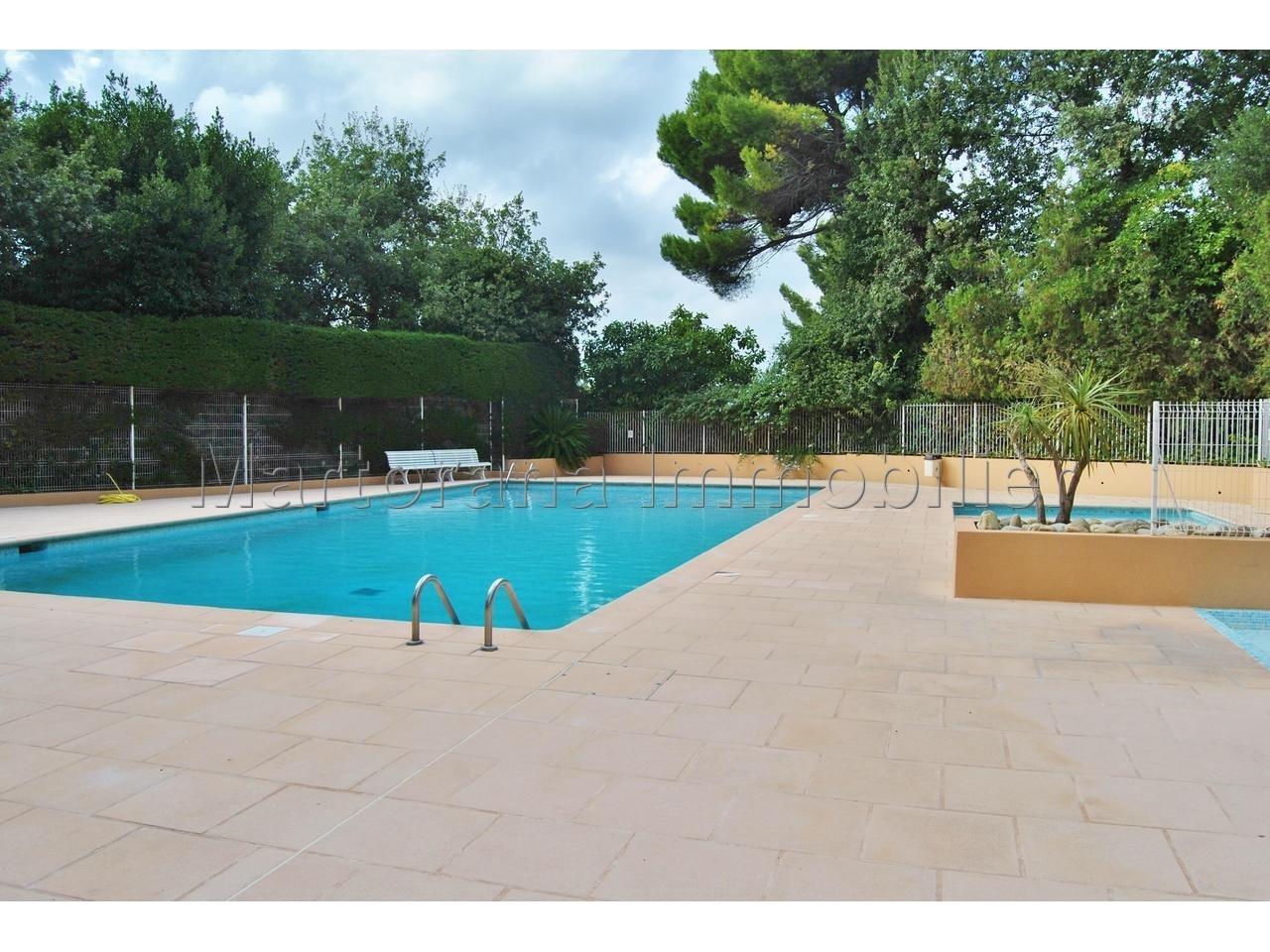 Studio meublé avec terrasse et piscine