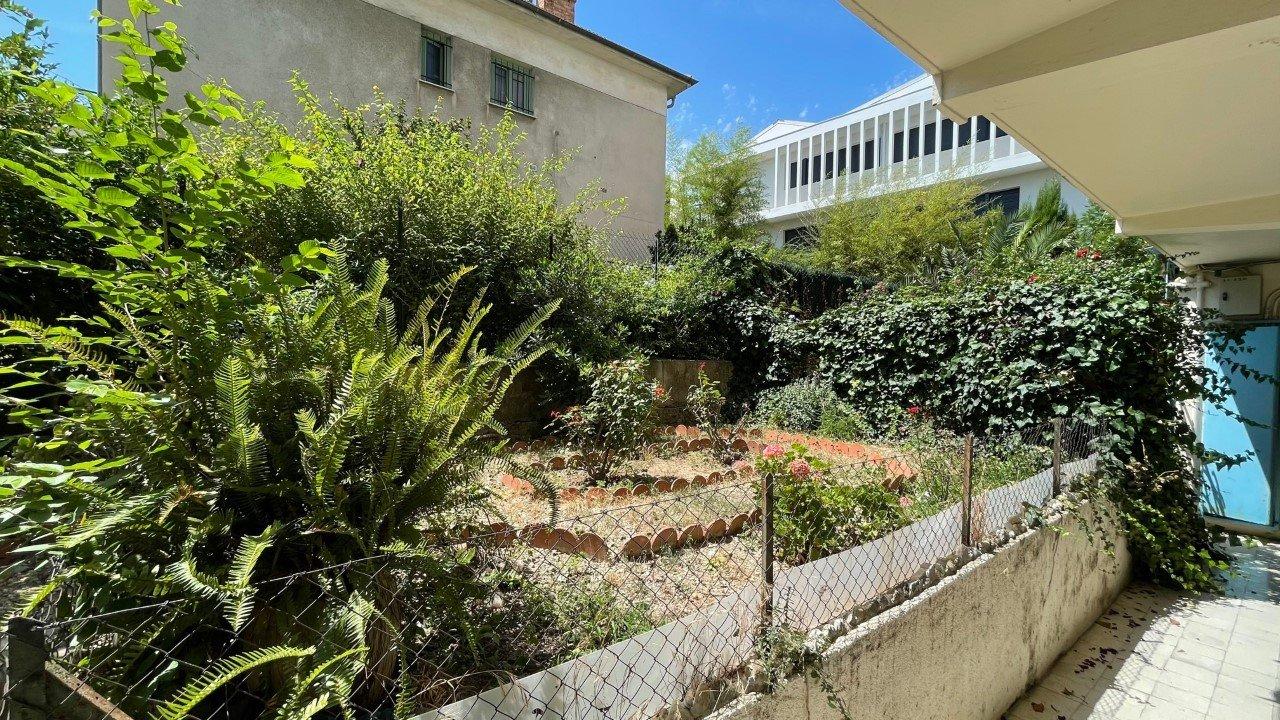 Deux pièces meublé parking cave balcon jardin