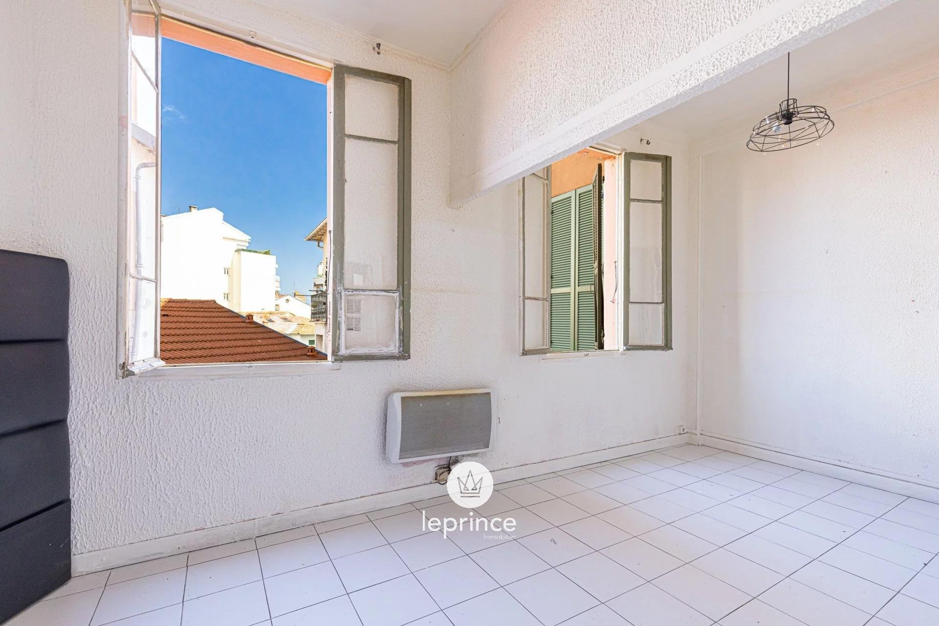 Nice West / Magnan - One bedroom apartment to renovate