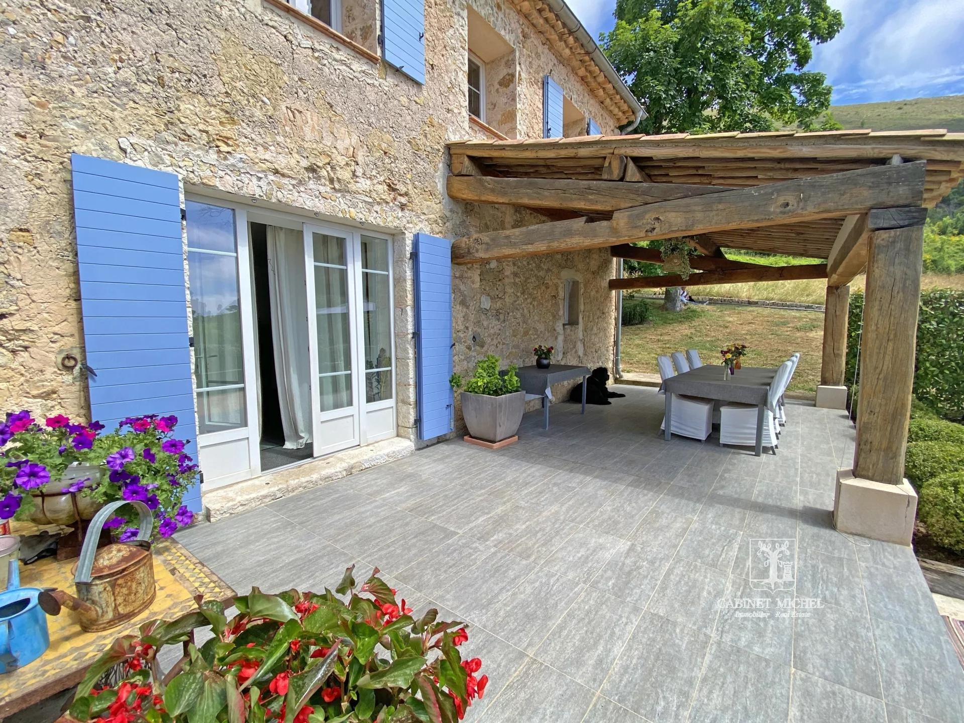 TOURETTES-SUR-LOUP - Superb farmhouse