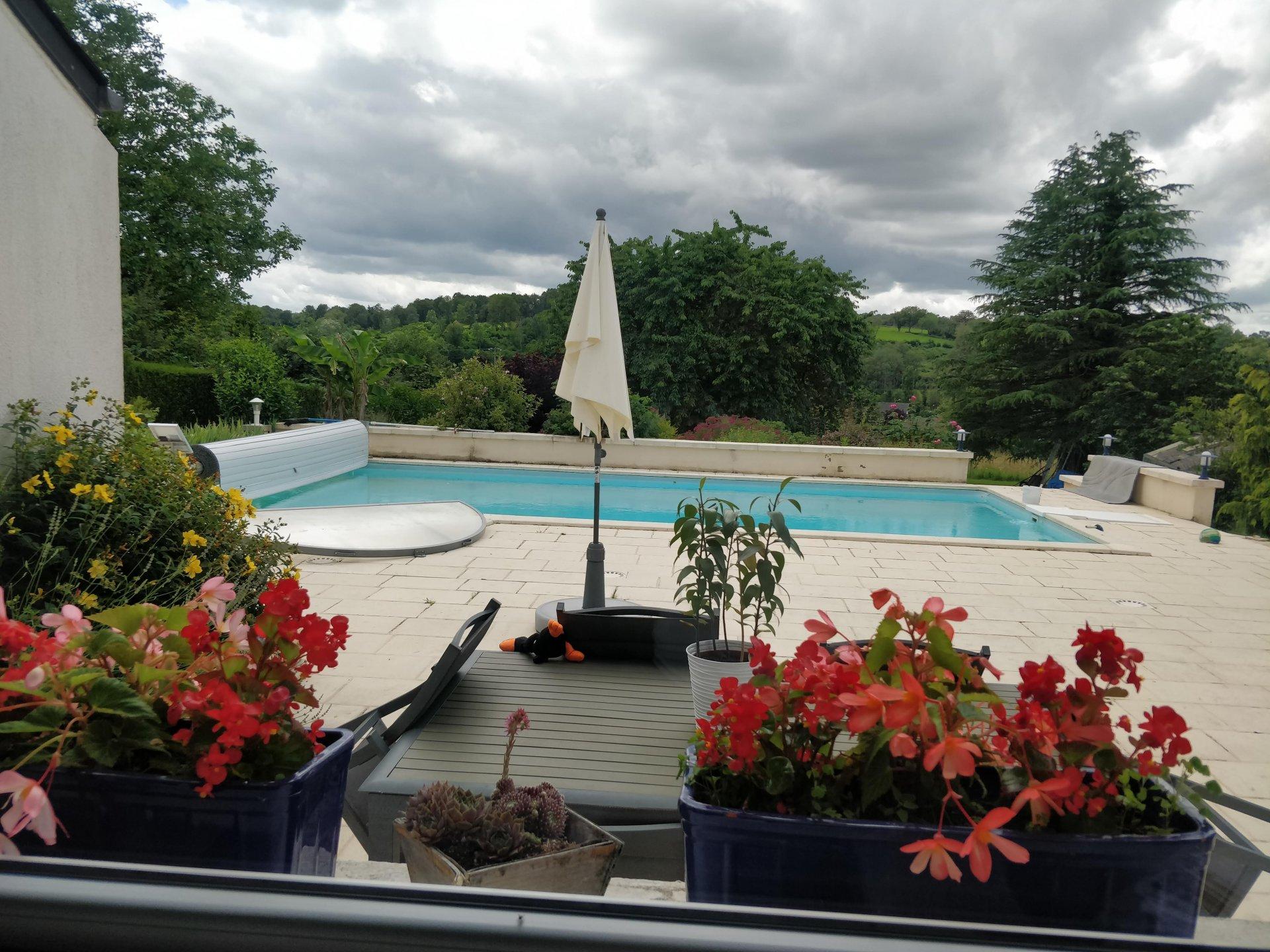 Maison d'Architecte avec piscine dép. et terr. avec vue