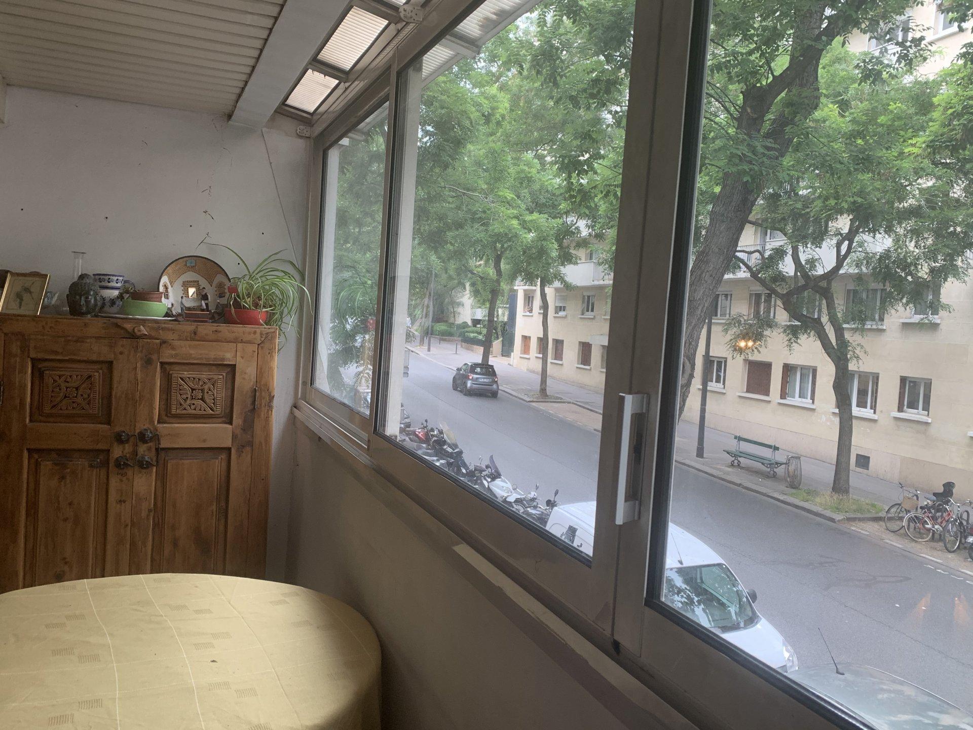 Paris - XX ème - M° Gambetta- 4 PIÈCES TRAVERSANT  - 2 CHAMBRES - JARDIN  - BALCON - SOLEIL - CALME ABSOLU - CADRE VERDOYANT - À RÉNOVER.