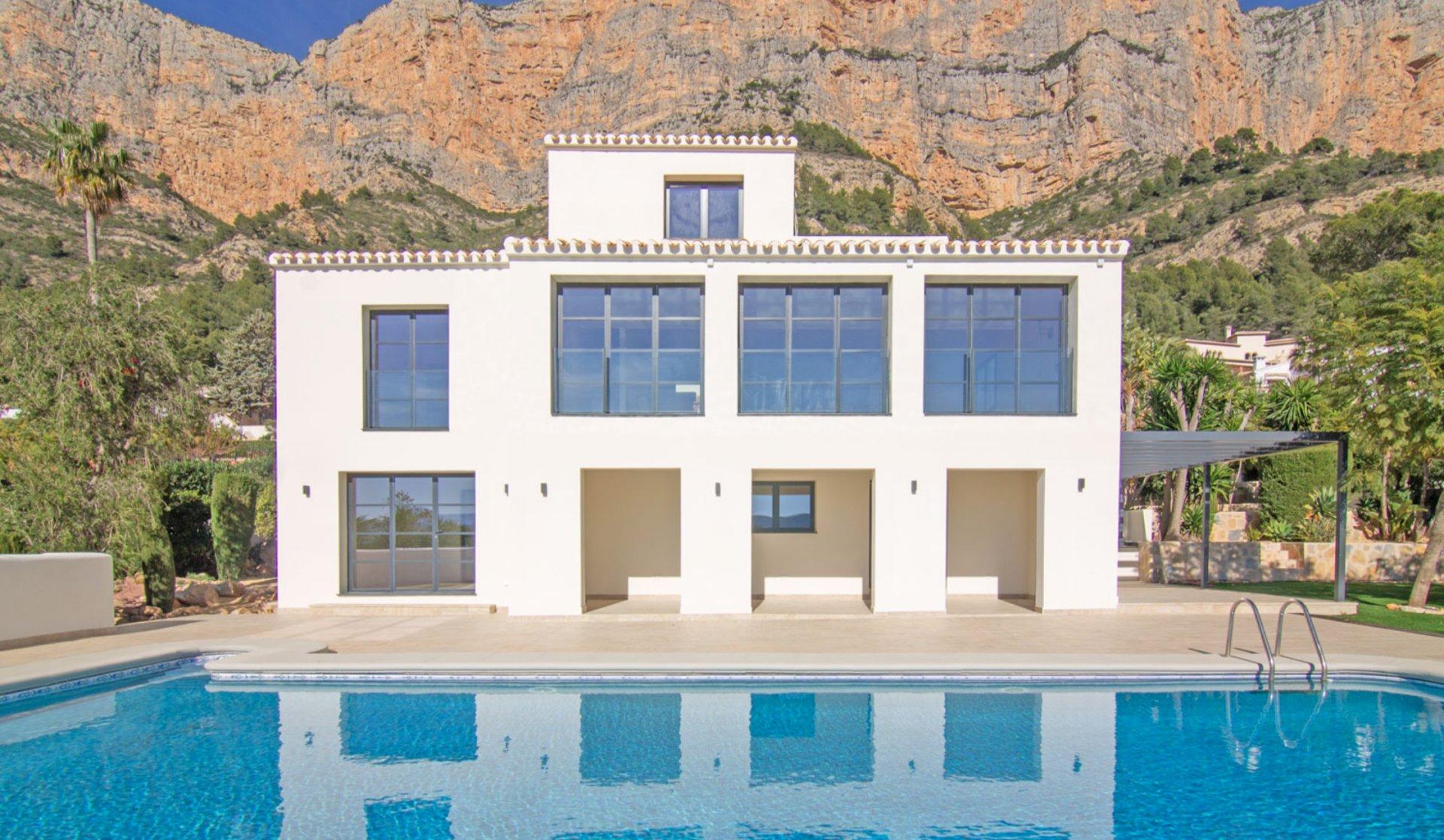 Prachtig gerenoveerde villa met panoramische zichten