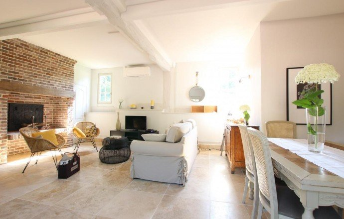 PAYS D'AUGE CALVADOS Proche de Livarot une maison et sa maison d'amis avec environ 1ha6 de terrain.