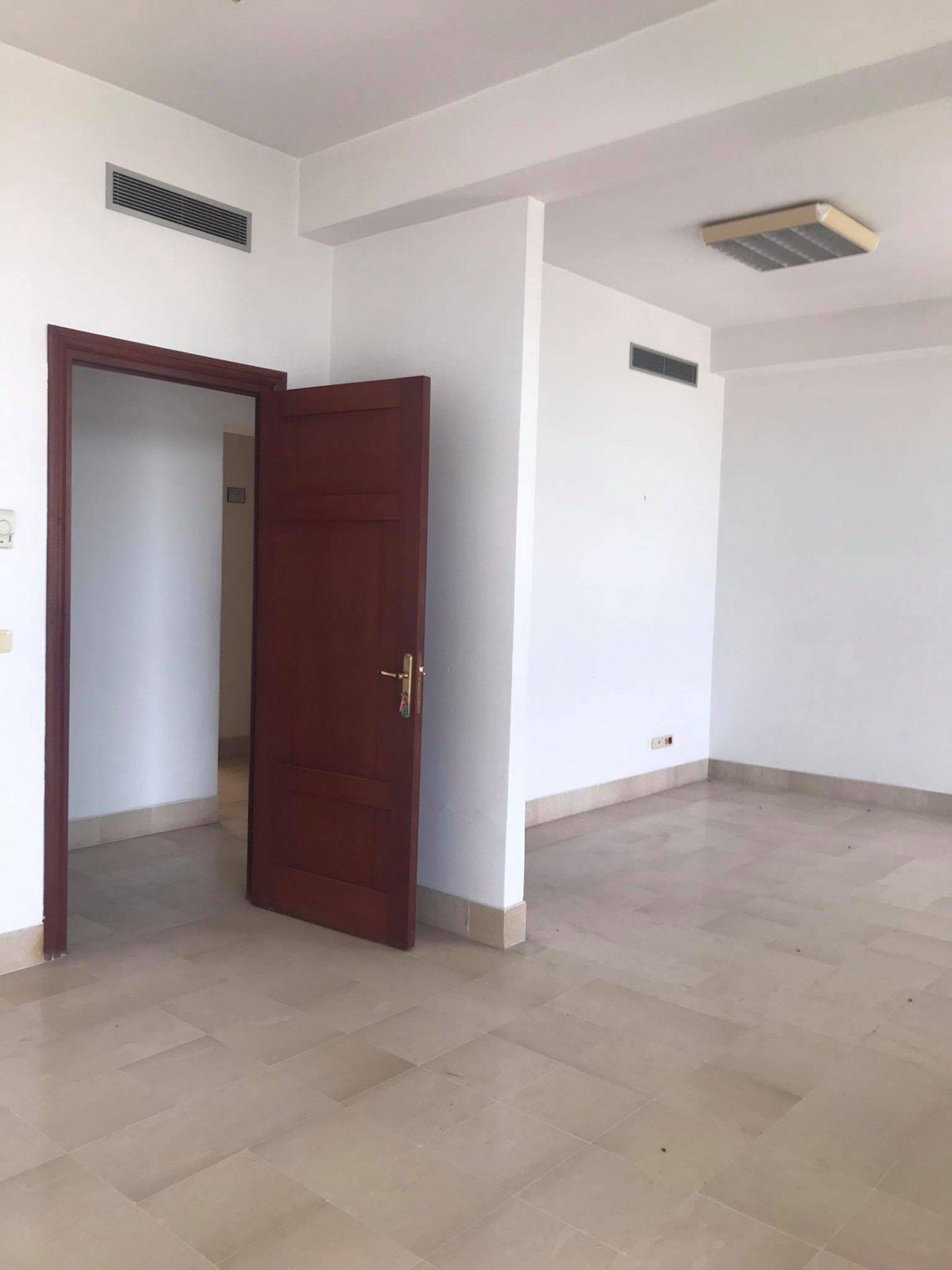 Location Immeuble de bureaux 1050 m² au Lac 1