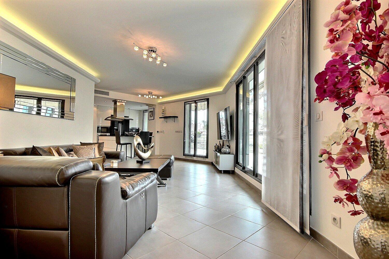 Appartement 4P 96m² d'angle moderne à vendre à Antibes port vauban parking