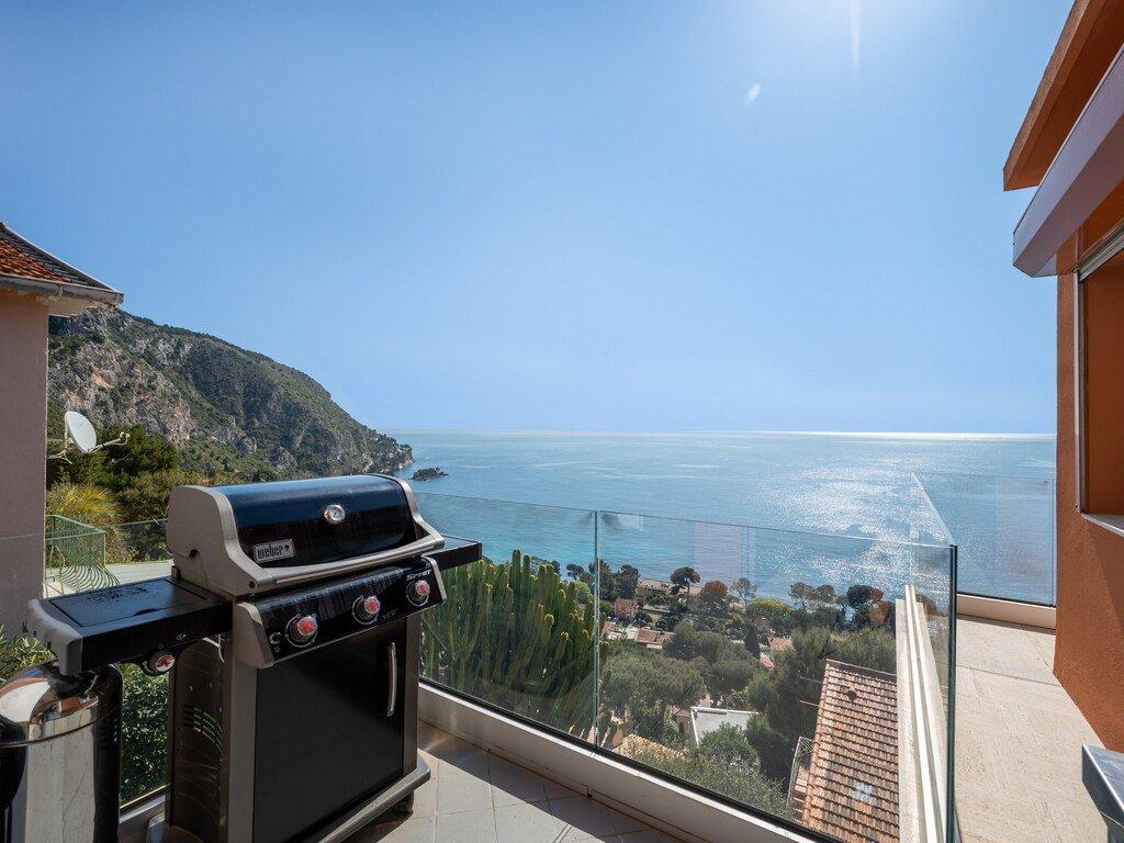 Seasonal rental villa with panoramic sea view
