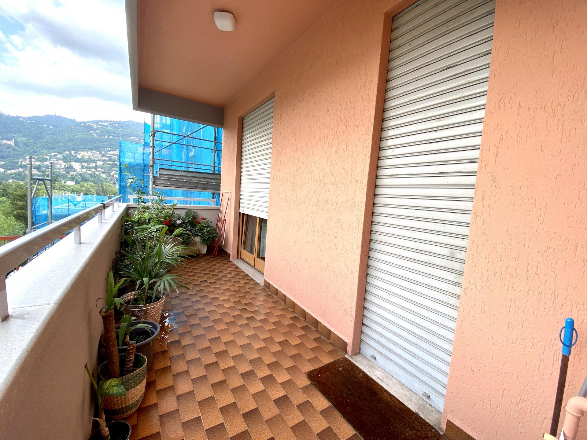 ampio appartamento con terrazzo a Como sole