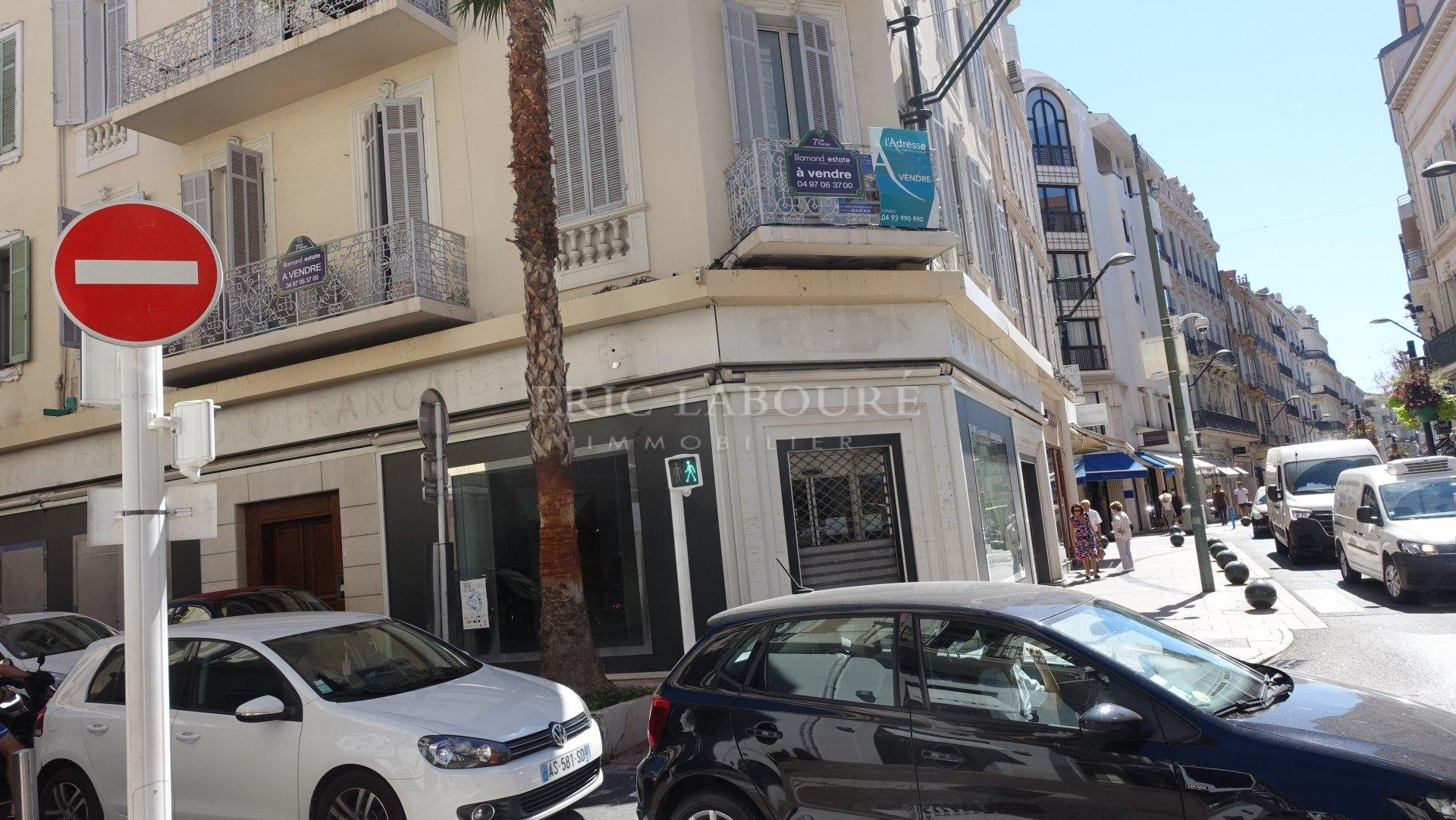 Cannes ,visible centre  rue d'Antibes, location pure ,     ,local commercial