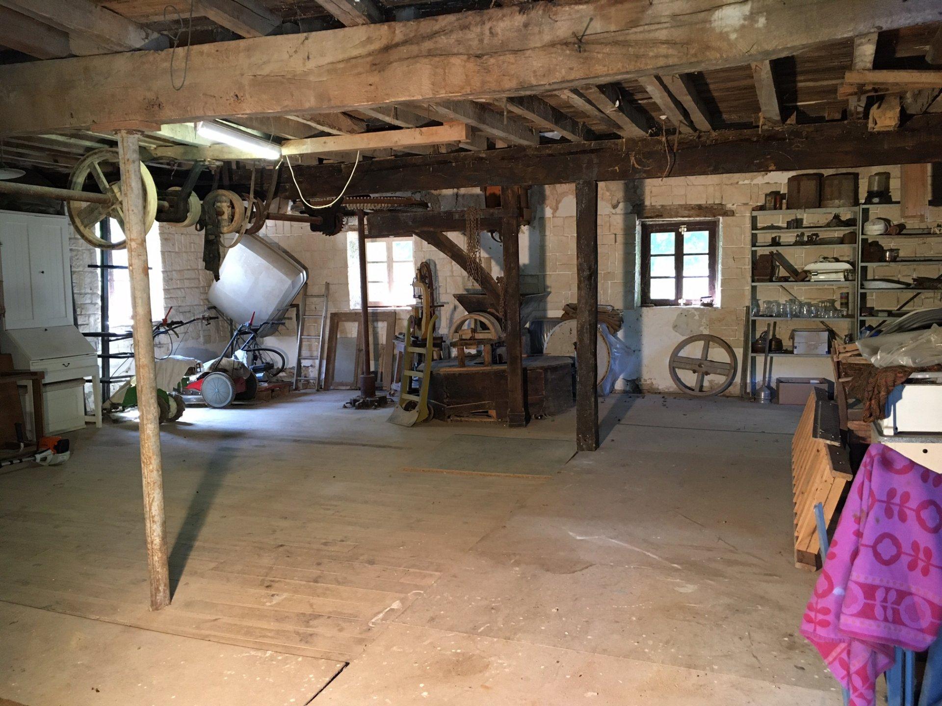 Alte Mühle und 2 Häuser auf über 2ha zu verkaufen - Burgund