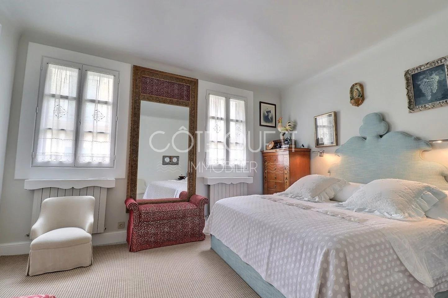 A CHARACTER VILLA IN THE HEART OF BIARRITZ