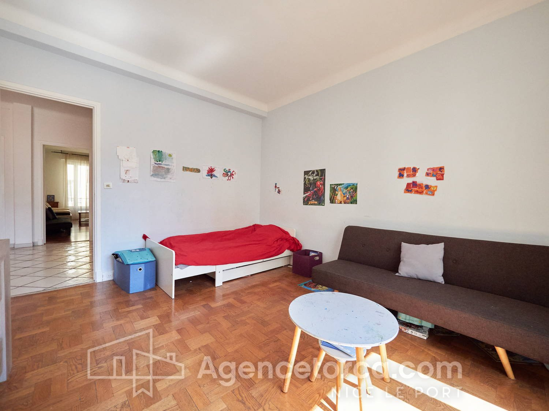 2 BEDROOMS APARTMENT CLOSE PLACE GARIBALDI
