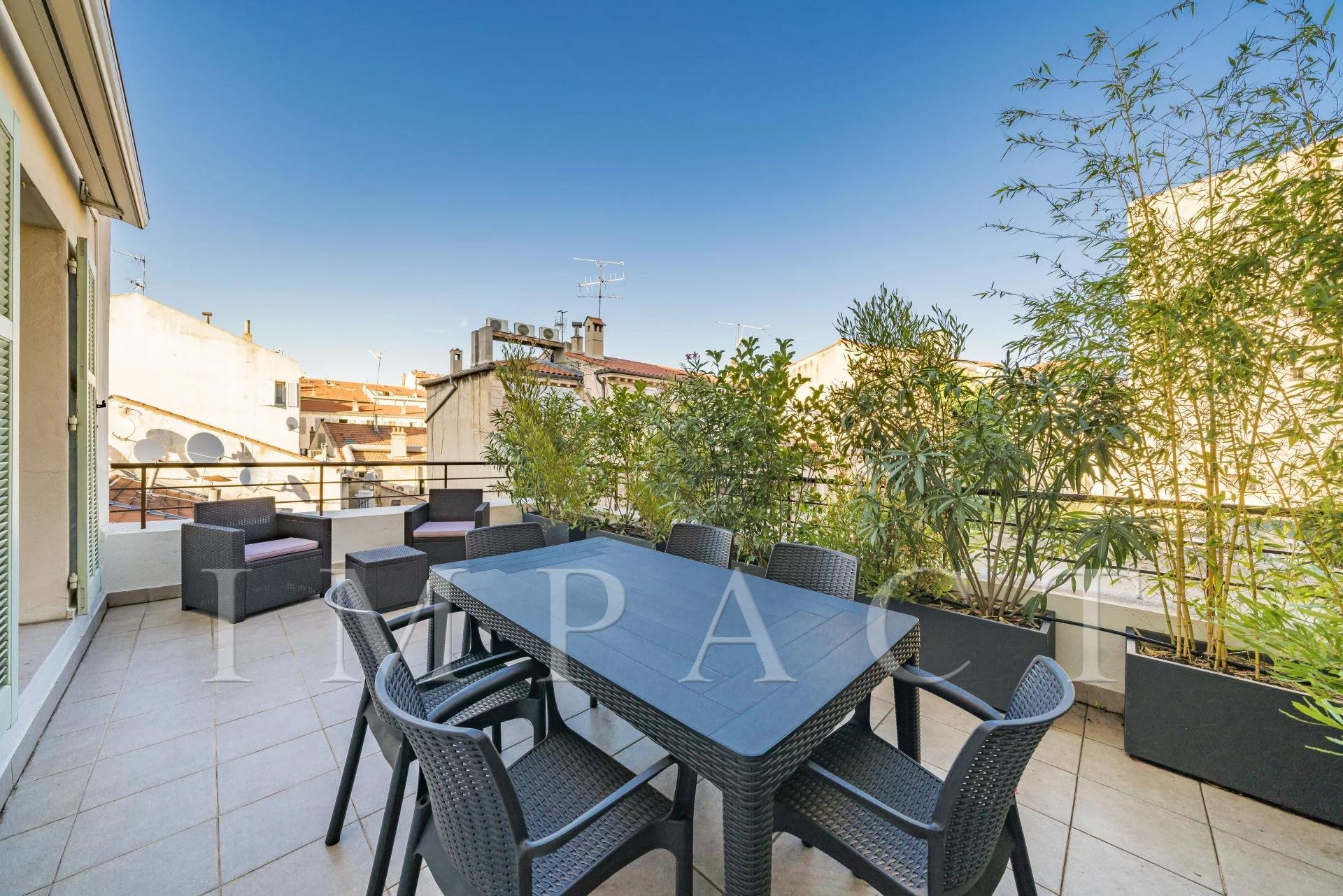 Renovated 4 bedrooms apartment for sale - Cannes Banane