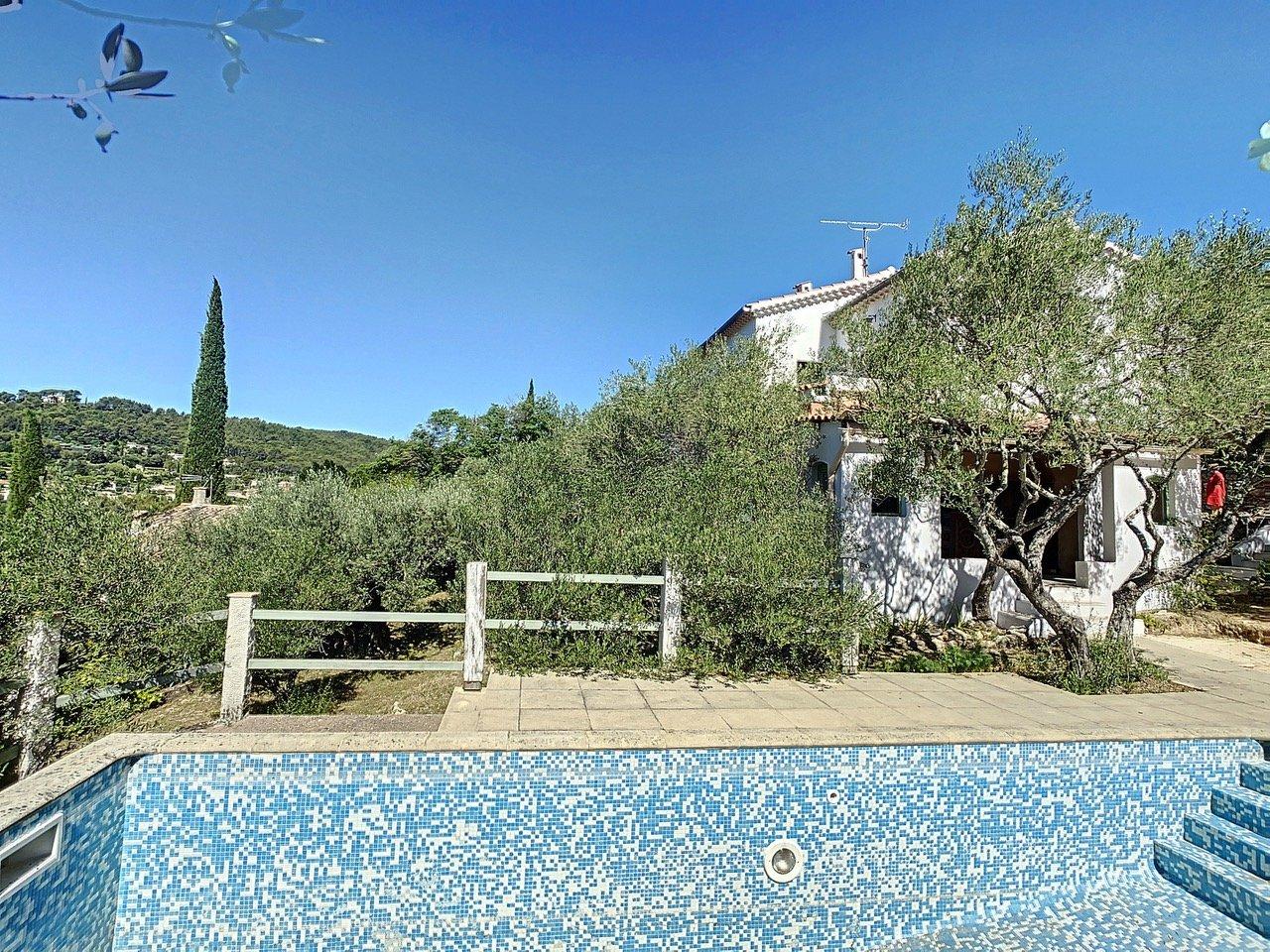 Villa met zwembad en prachtig uitzicht, loopafstand van Cotignac