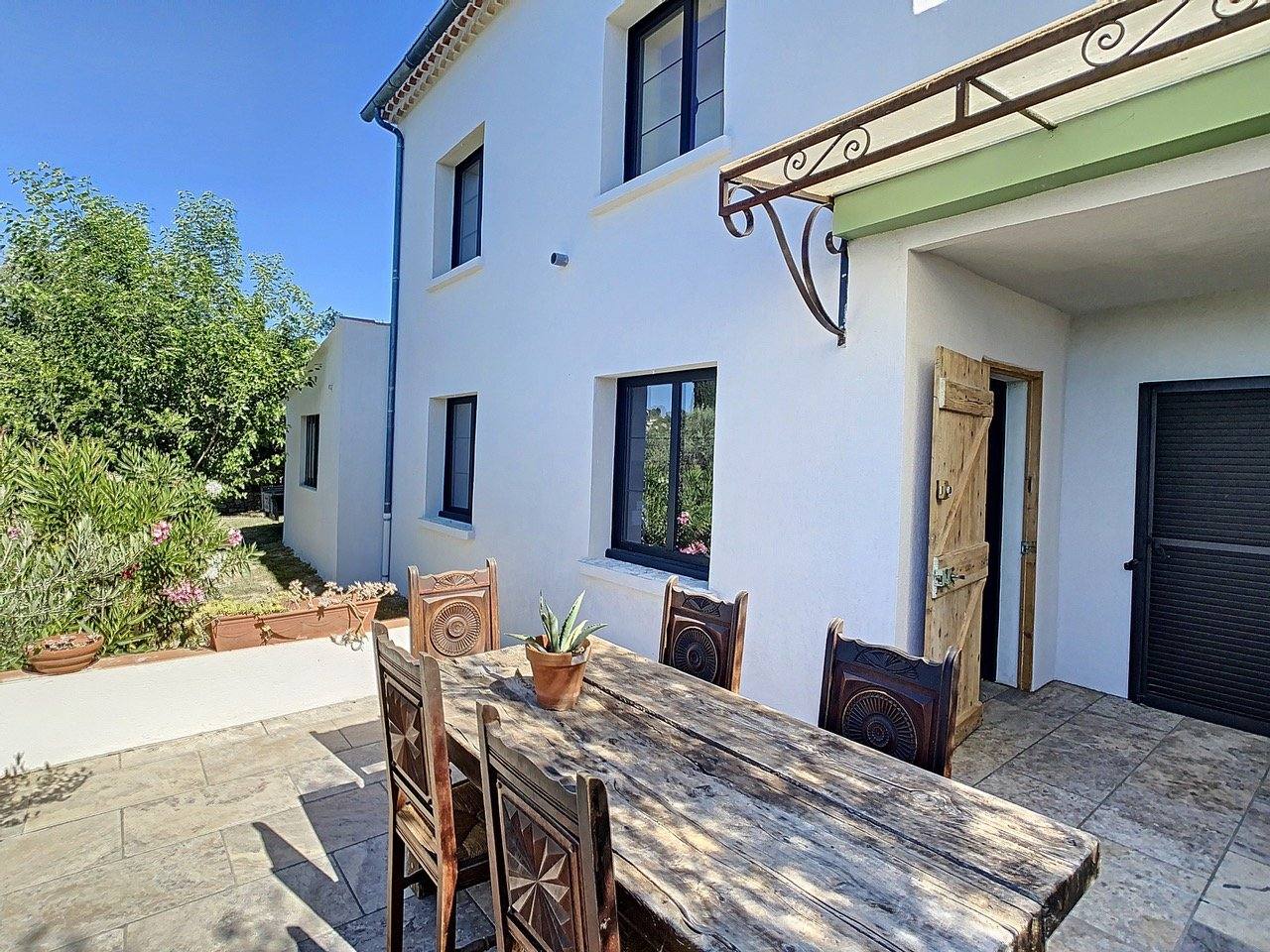 Villa with pool and wide views, walking distance from Cotignac