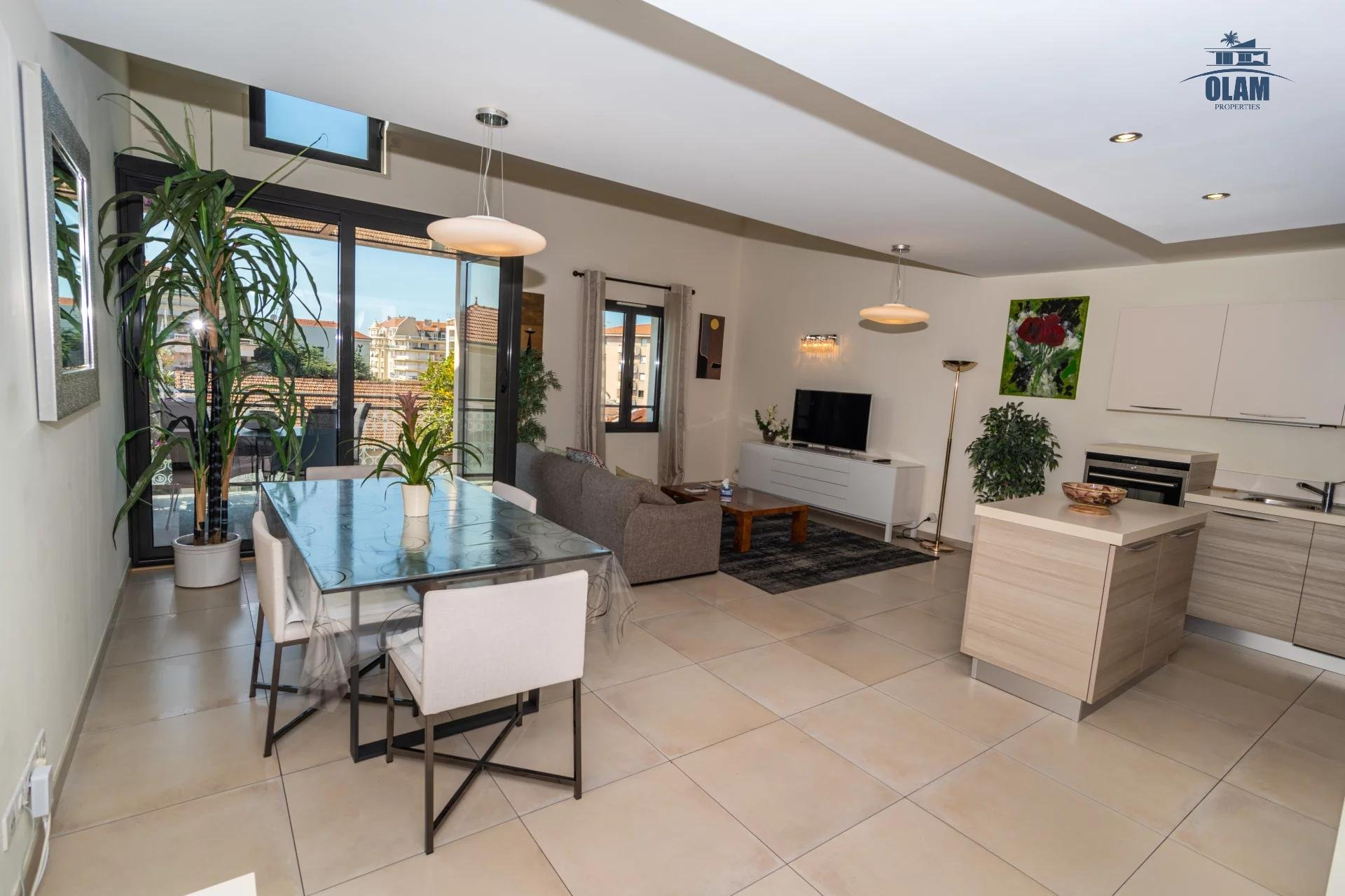 4 rooms modern residence near the centre of Cannes - living-room