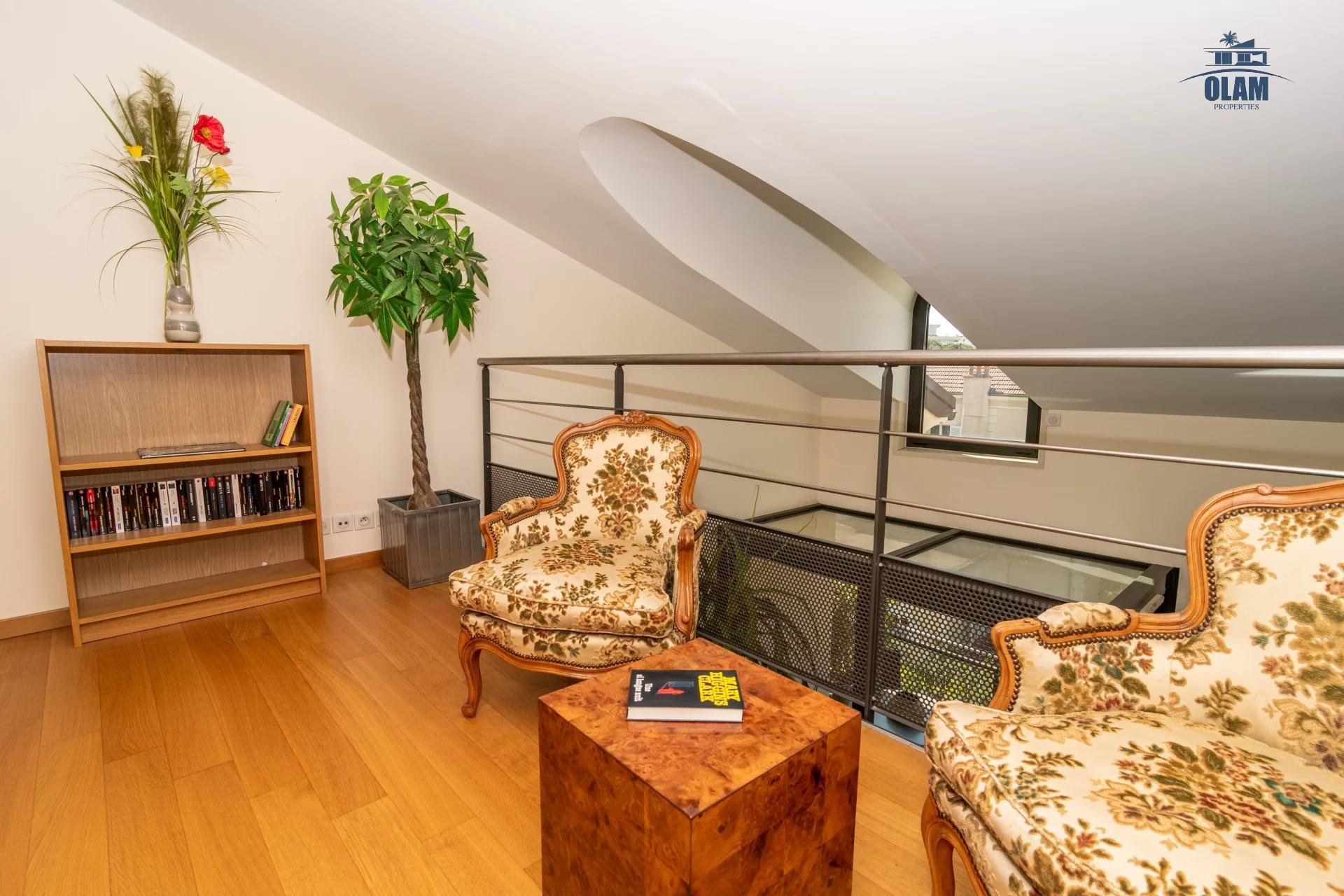 4 rooms modern residence near the centre of Cannes - reading corner