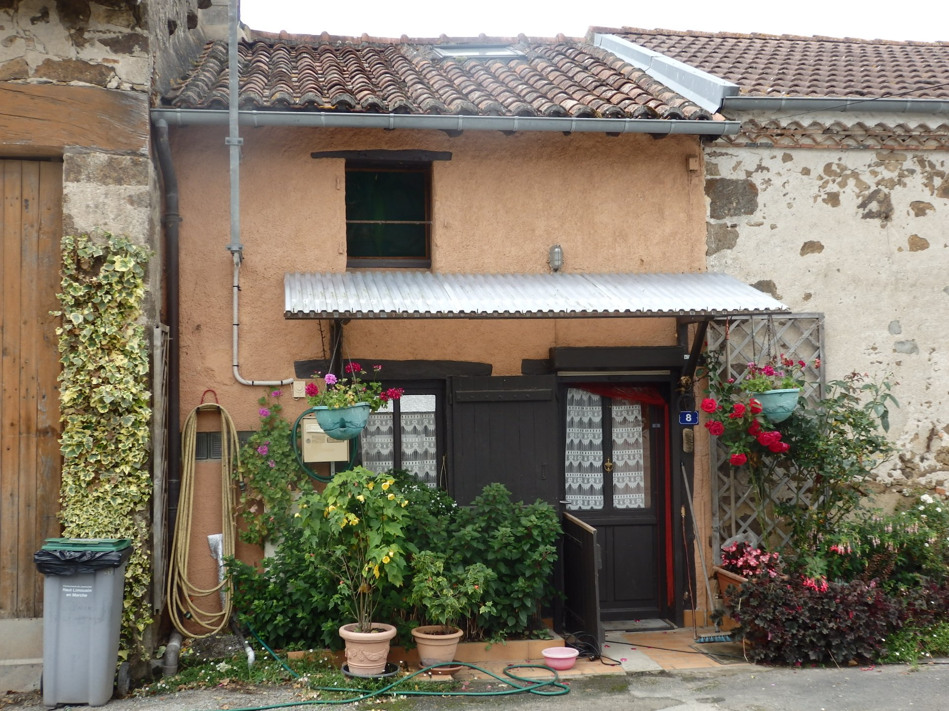 For Sale 1 Bed Cottage with Gardens in the Haute Vienne