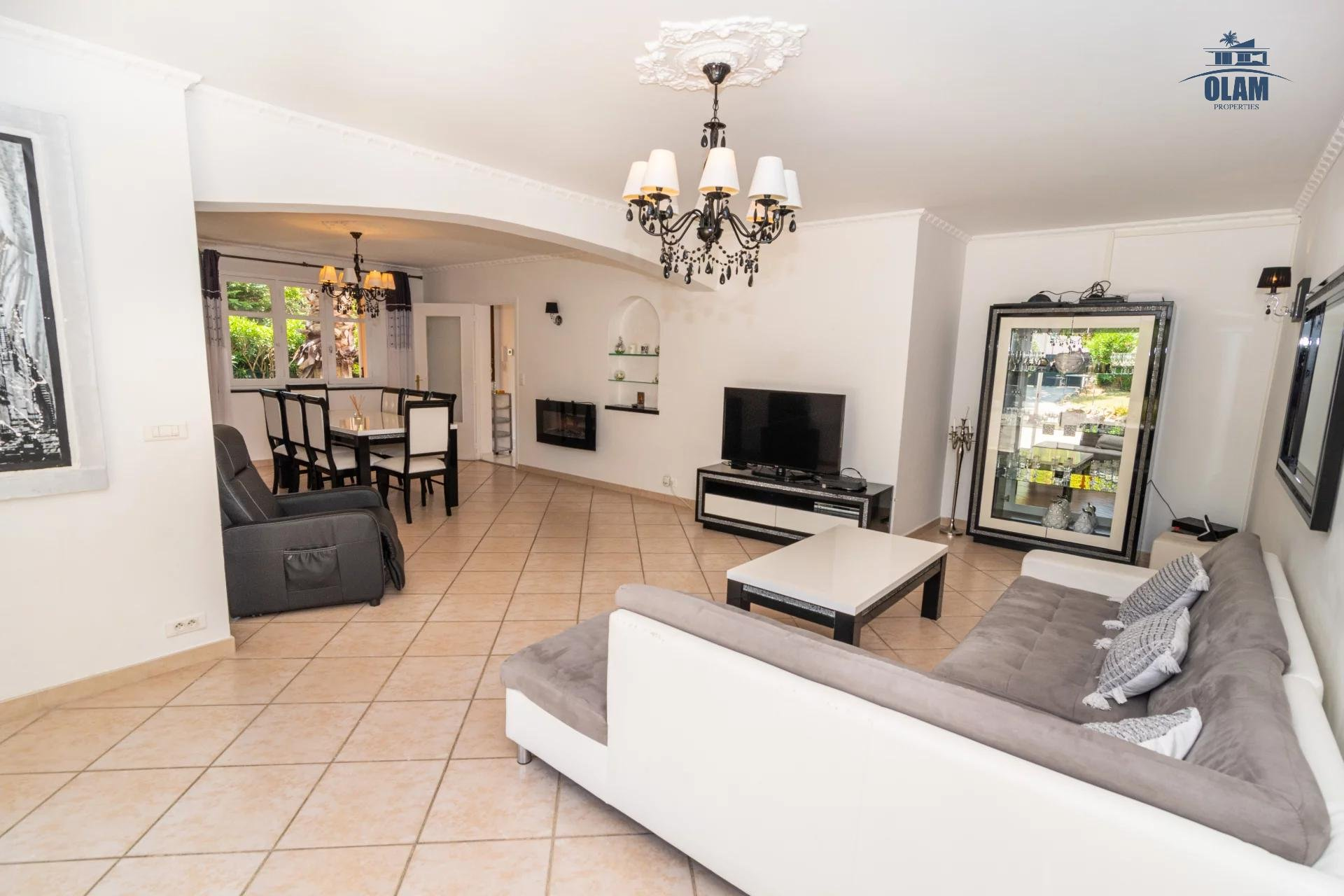 Superb 5 room house with pool and spacious exterior mougins - living room
