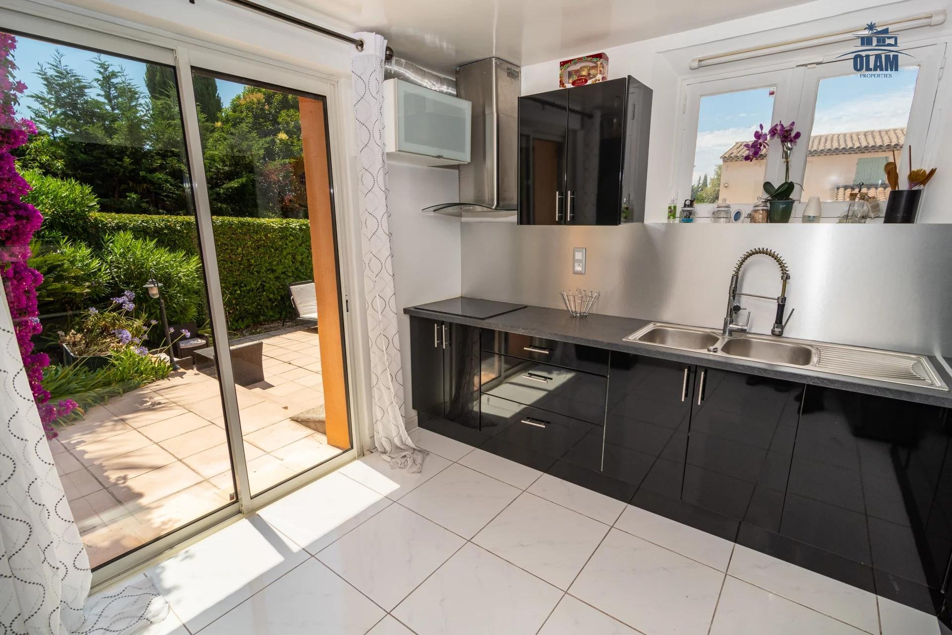 Superb 5 room house with pool and spacious exterior mougins - kitchen