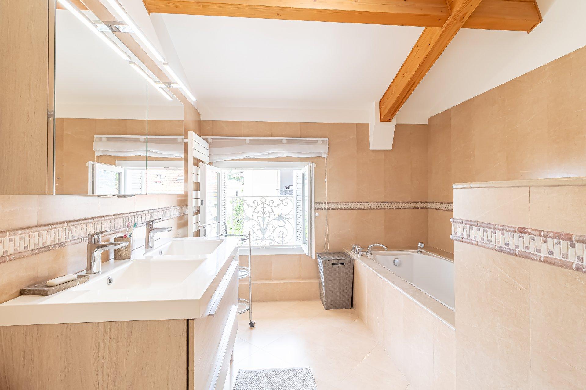 Beaulieu s/m, charmant appart/maison 5 pièces , terrasse, vue et garage