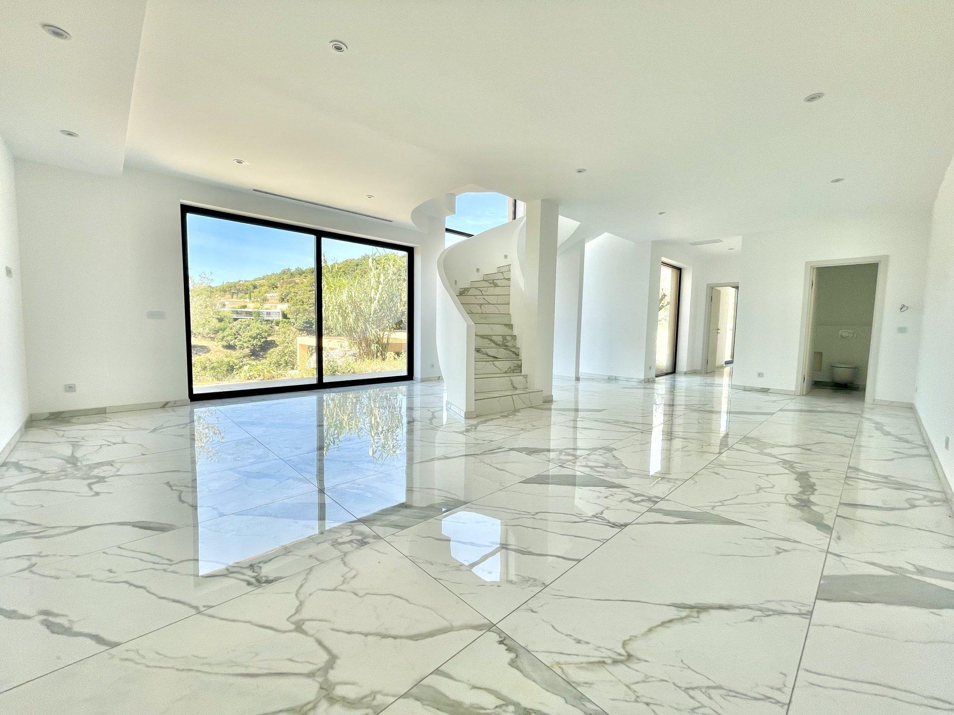 GRIMAUD / VILLA D'ARCHITECTE NEUVE / VUE PANORAMIQUE