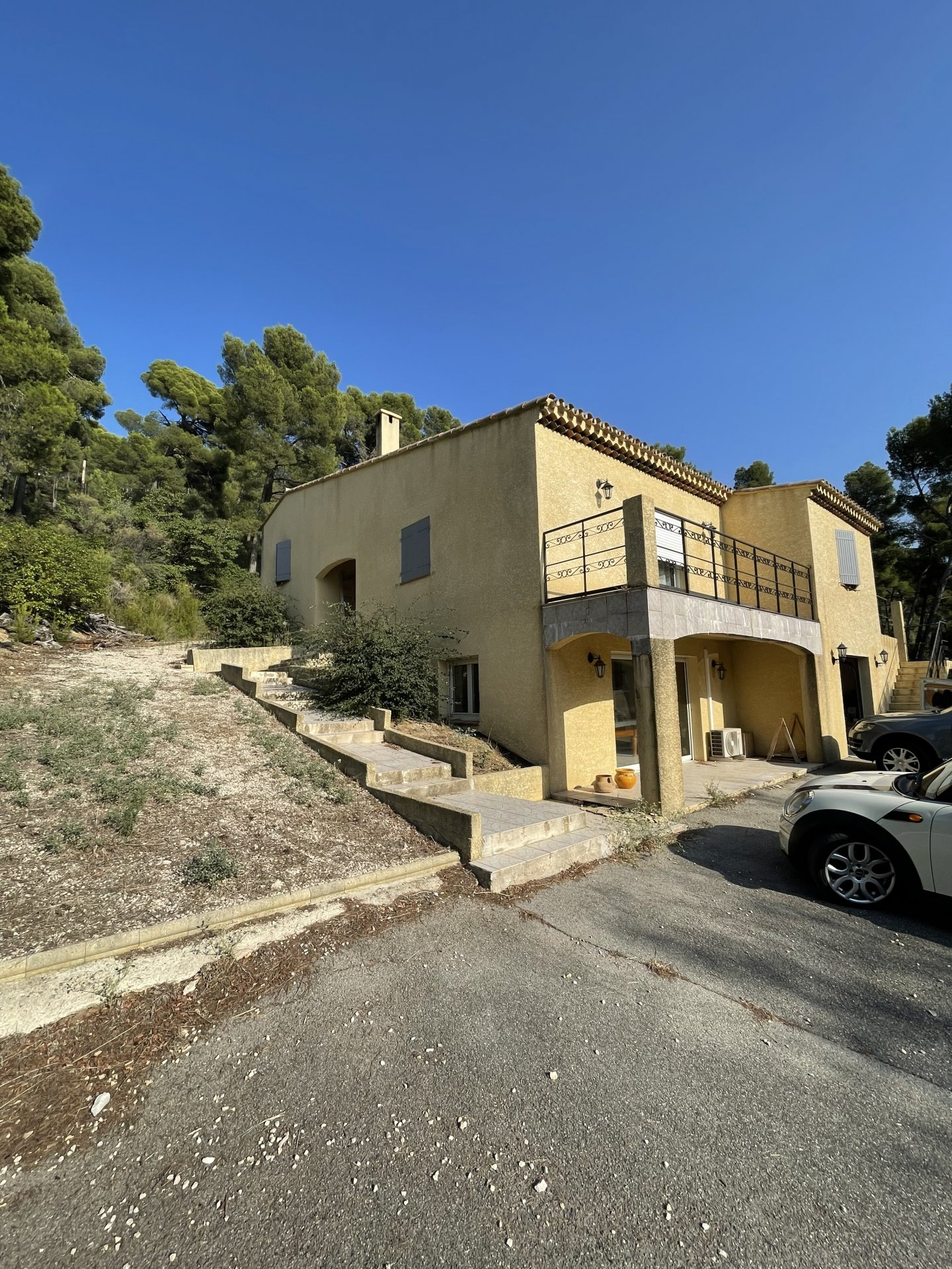 Rognac Villa d'exception de 270m² sur 4000m² de terrain
