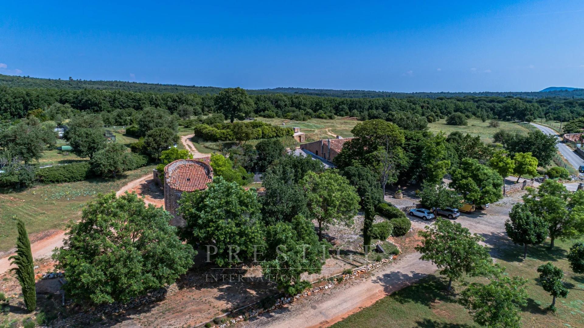 Domaine de 170 hectares à Rians avec 840 m² de bâti