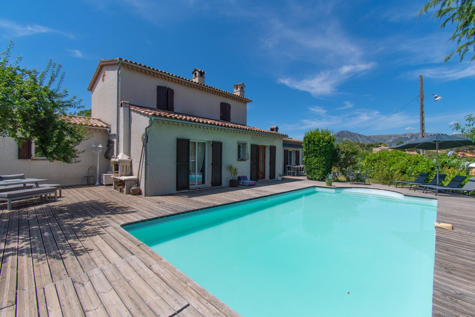 Maison 6 Pièces avec piscine - Levens