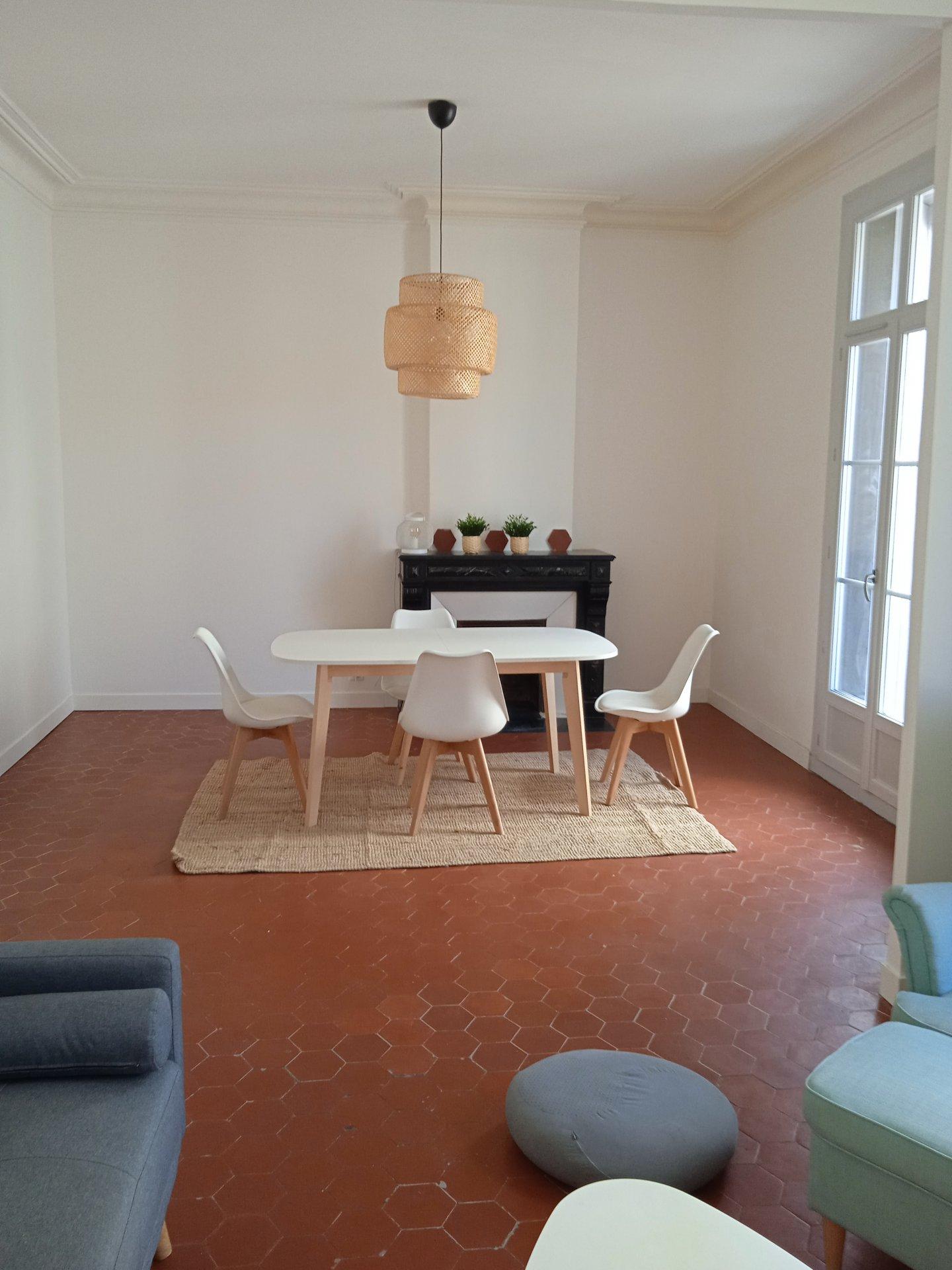 Grand F2 meublé 65m²  DBI-0052