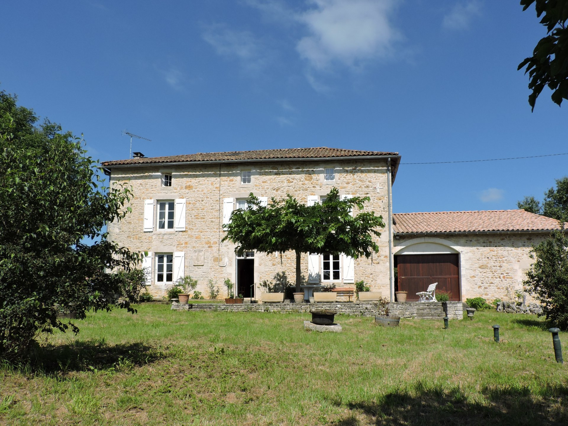 Beautiful Charentaise house with garden