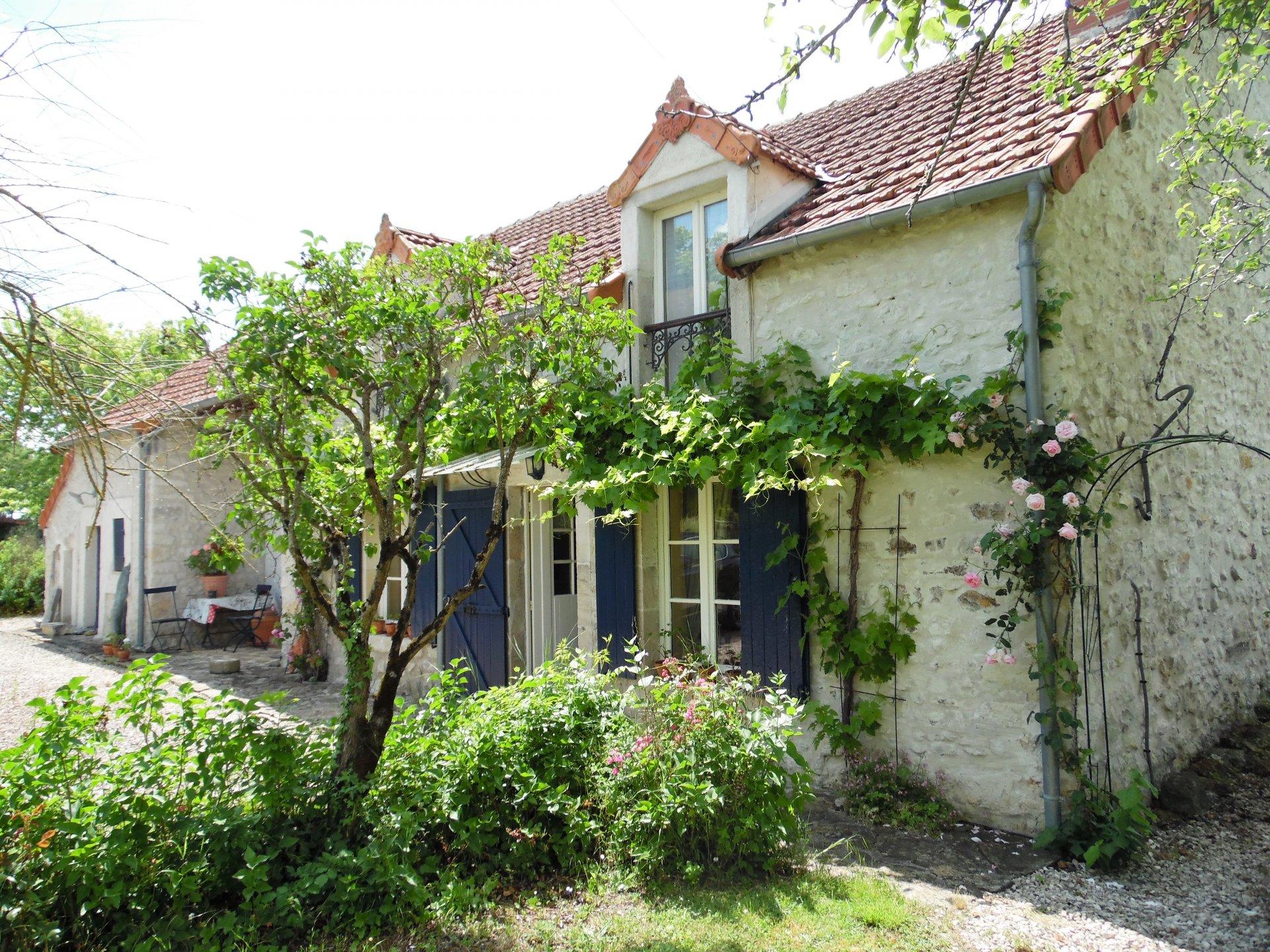 A vendre dans l'Indre, une fermette, piscine et 2,3 ha.