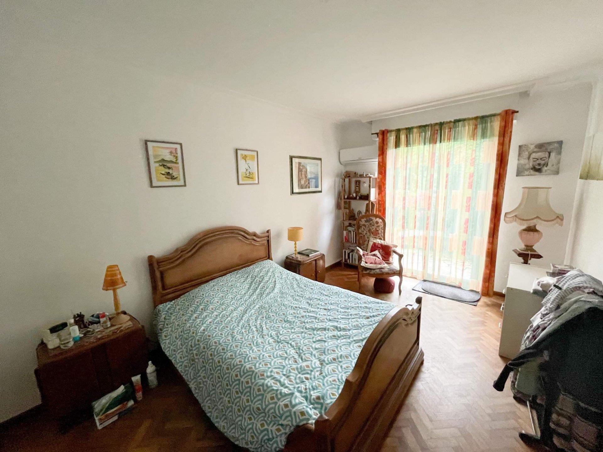 Sale House - Montussan